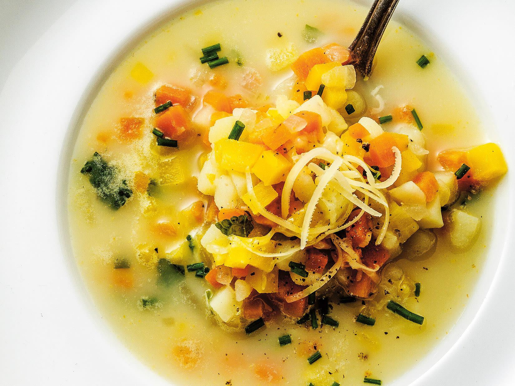 Potage aux légumes et aux pommes de terre