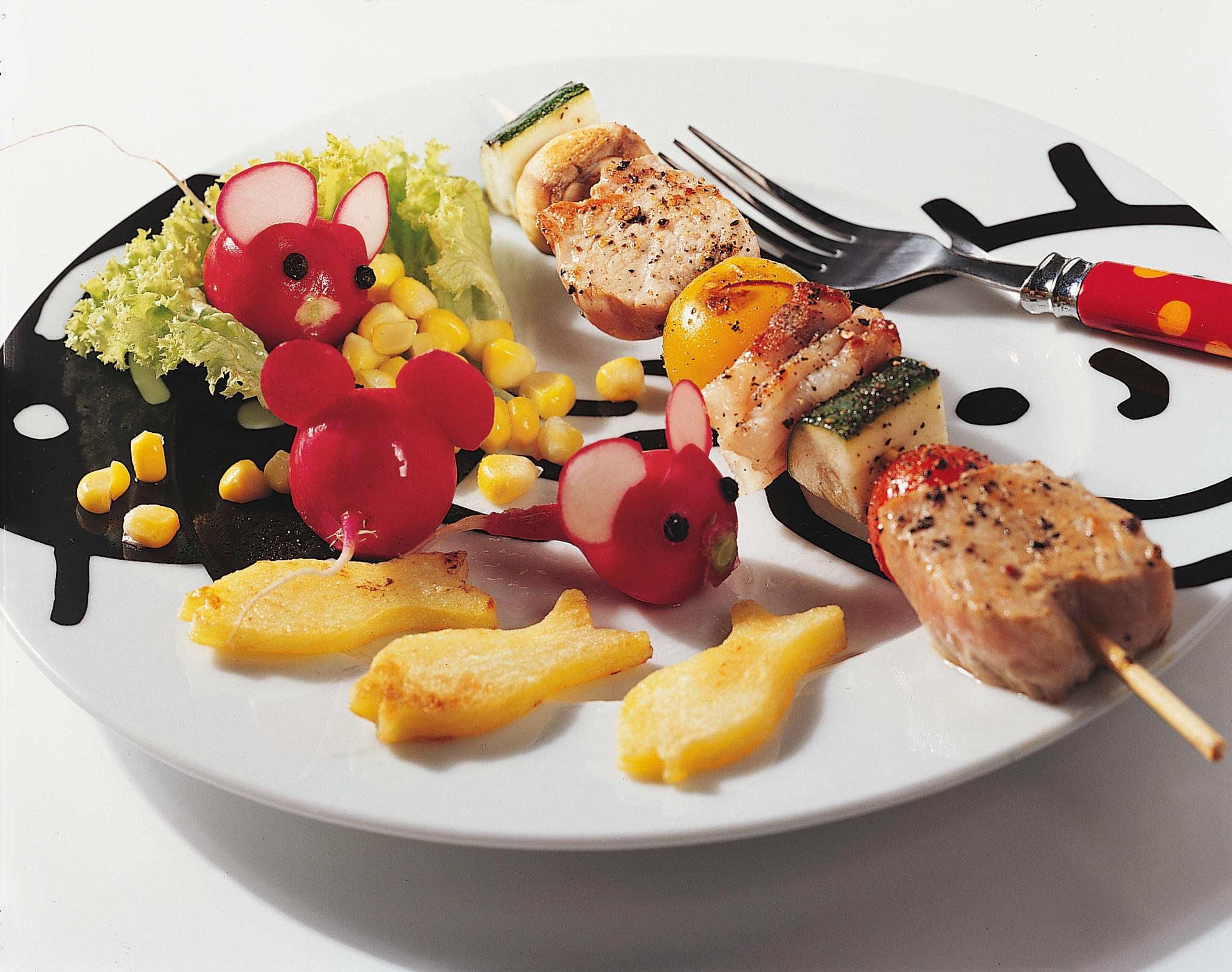 """Brochette multicolore, pommes de terre et """"souris"""""""