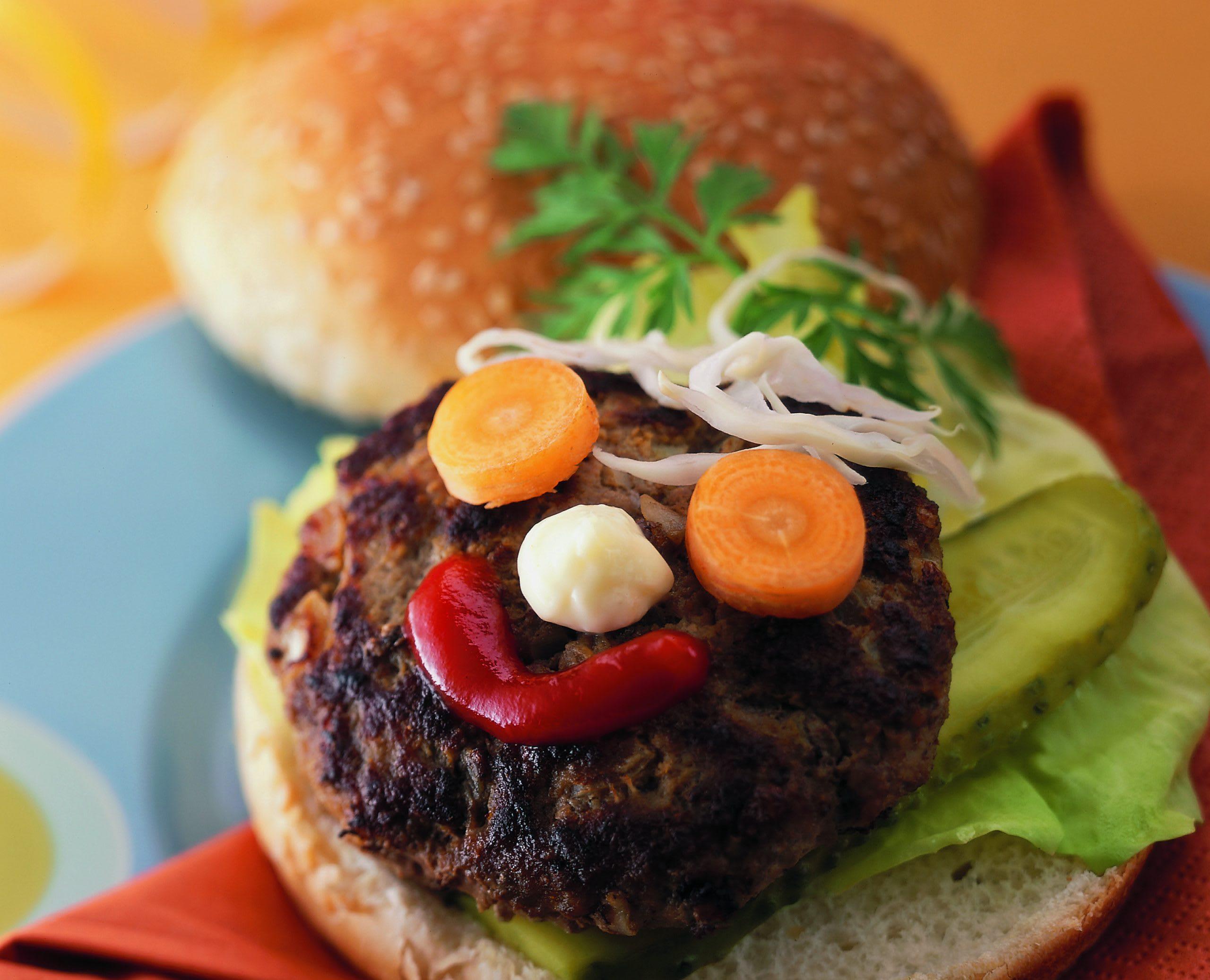 Bunter Gemüse-Rindfleisch-Burger