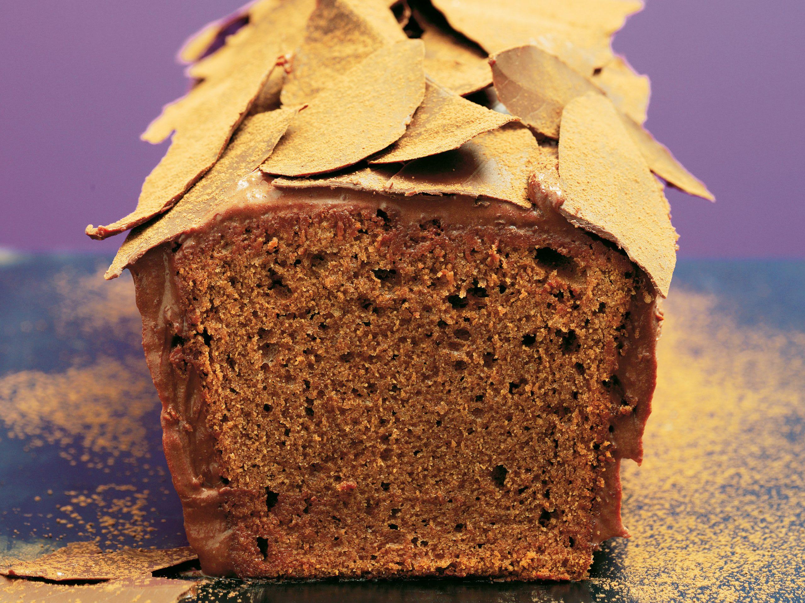 Cake mit Schokoladenblättern