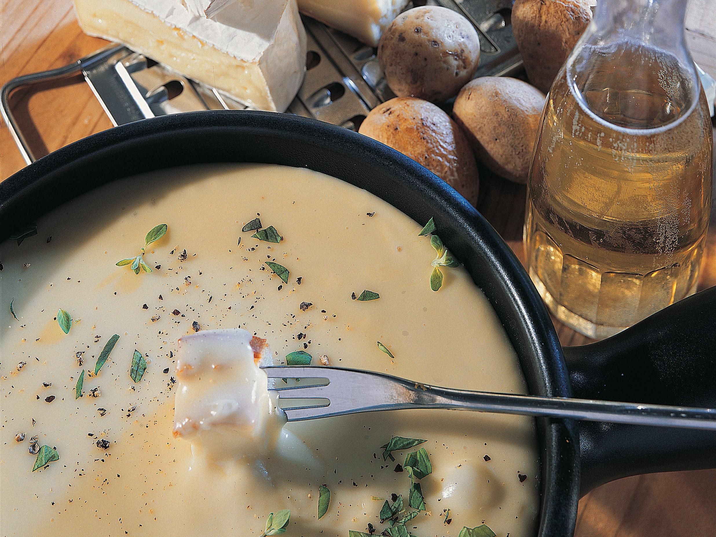 Fondue au camembert et aux pommes de terre