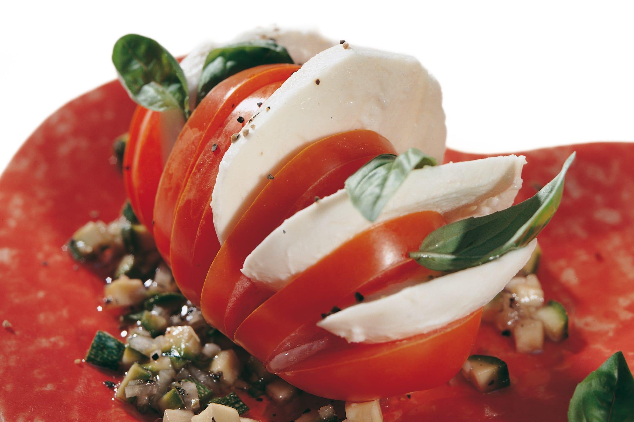 Salade caprese et vinaigrette à la courgette