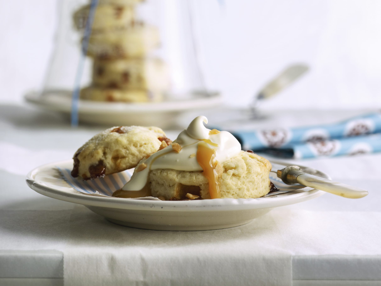 Scones au caramel et crème acidulée