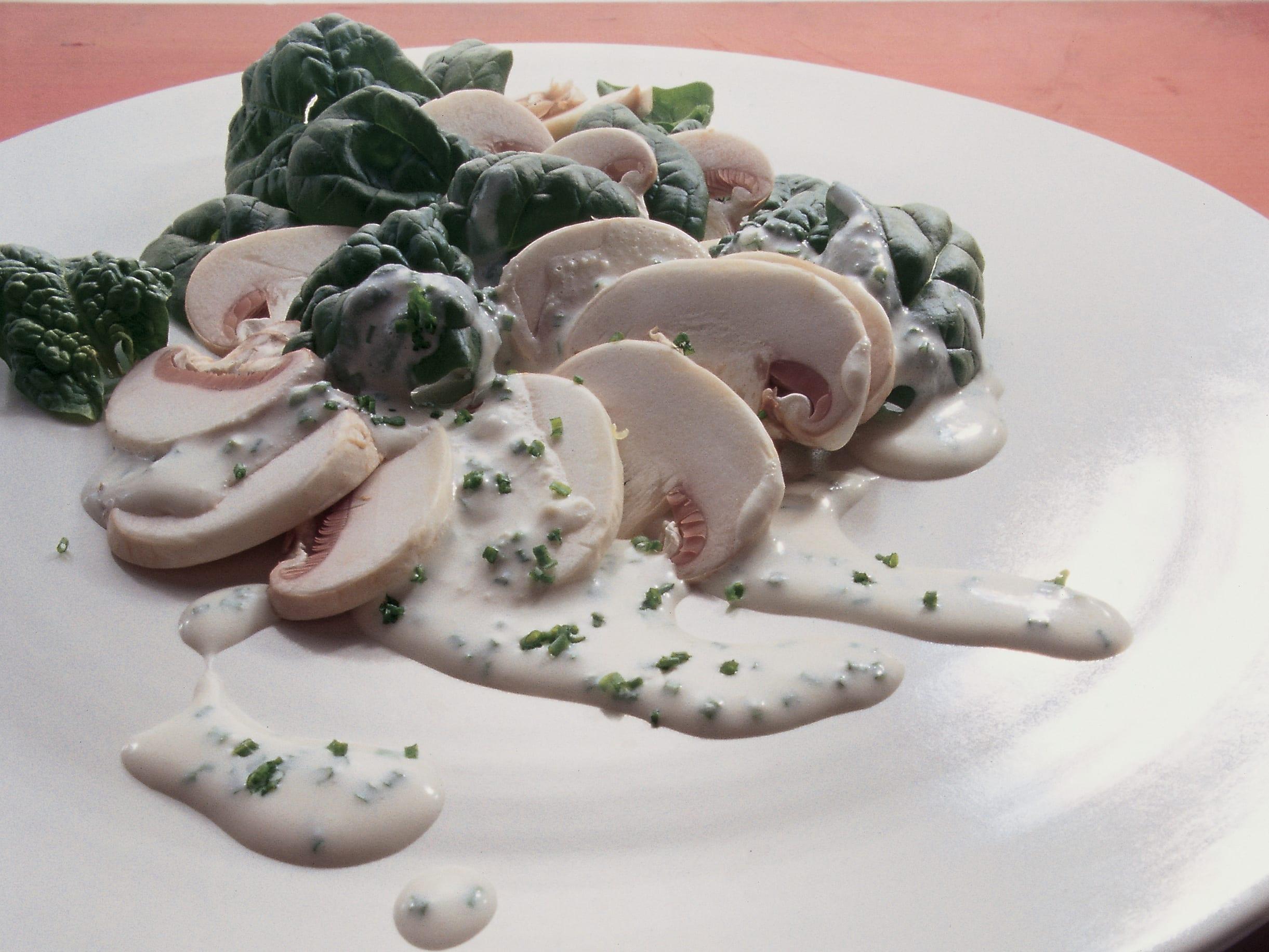 Salade de champignons à la sauce au fromage