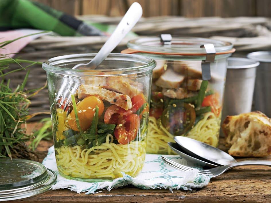Salade de nouilles chinoises et lanières de viande (à emporter)
