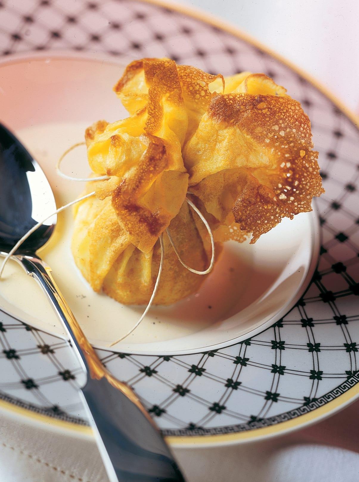Crêpes-Beutel mit Apfelfüllung