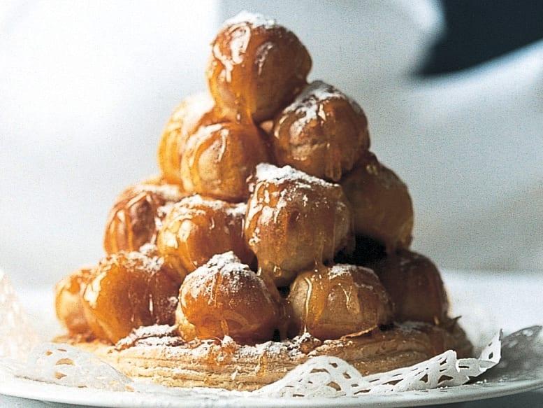 Croquembouche mit Honig-Wein-Füllung