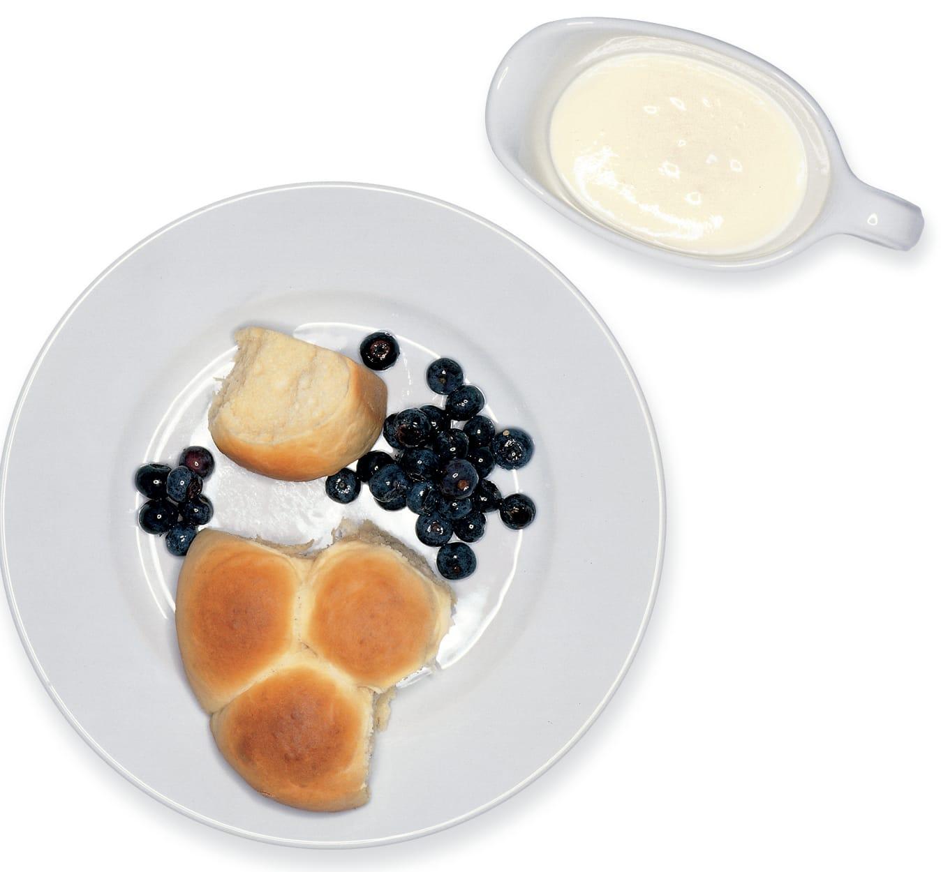 Boulettes de pâte à la crème au laurier et aux myrtilles