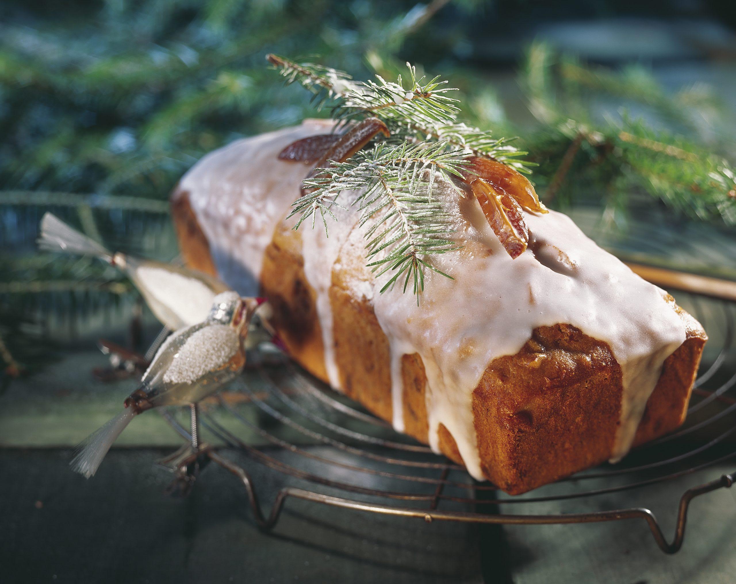 Dattel-Nuss-Cake mit Mandarinenglasur