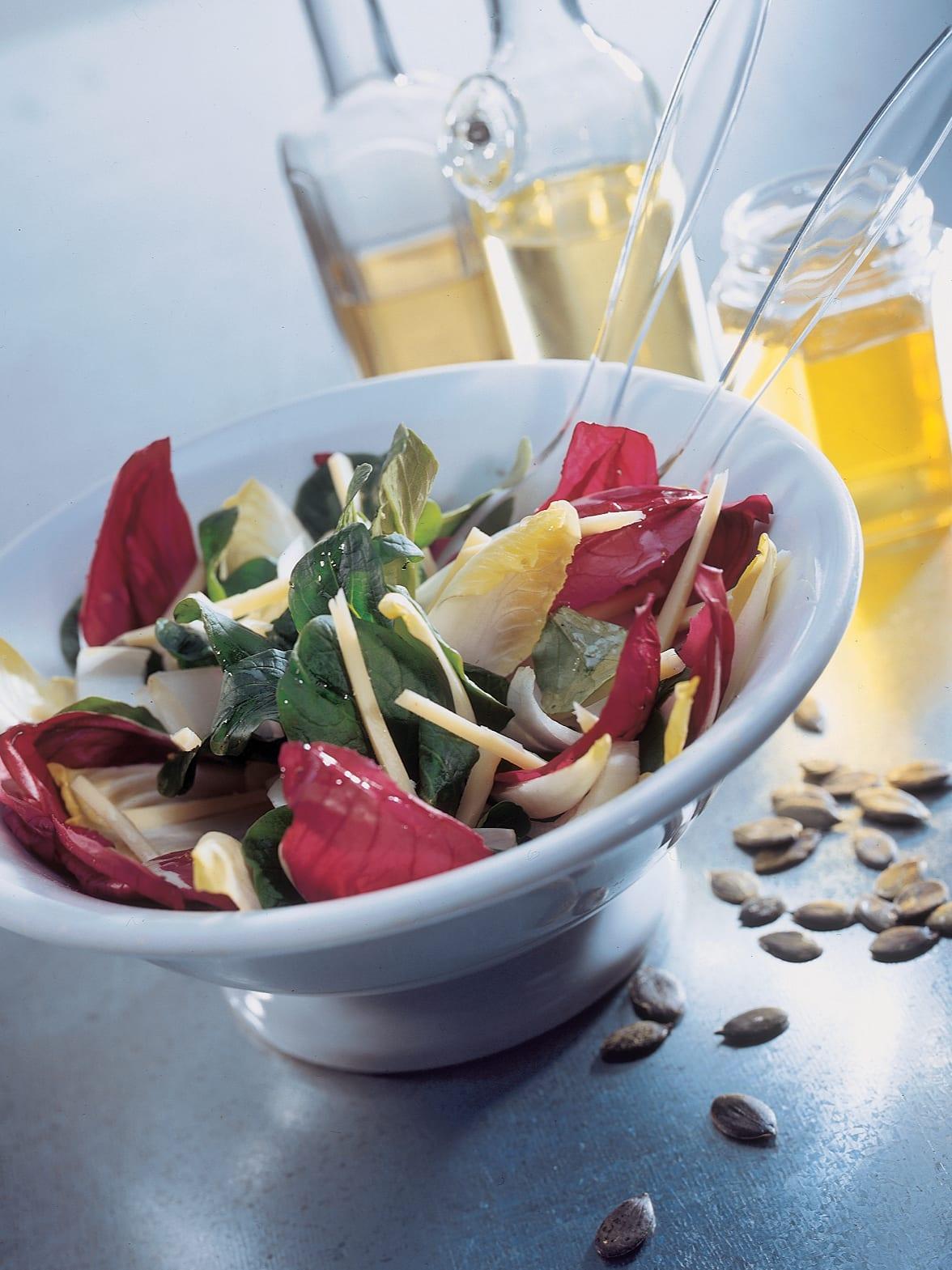 Dreifarbiger Chicorée-Salat mit Apfel-Honig-Sauce