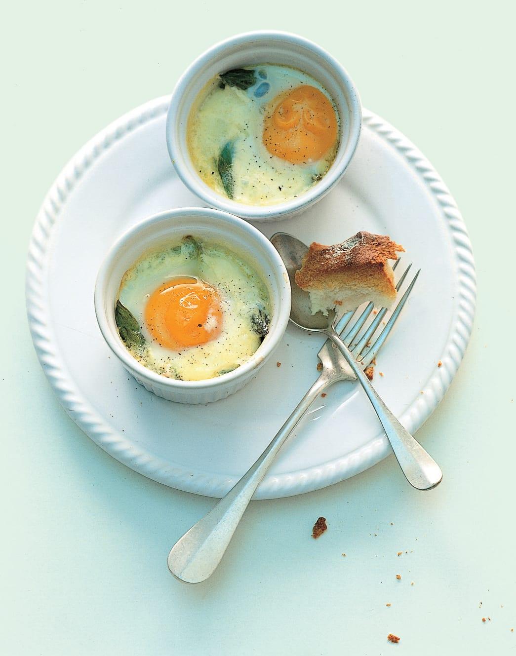 Ei und Spargeln im Töpfchen