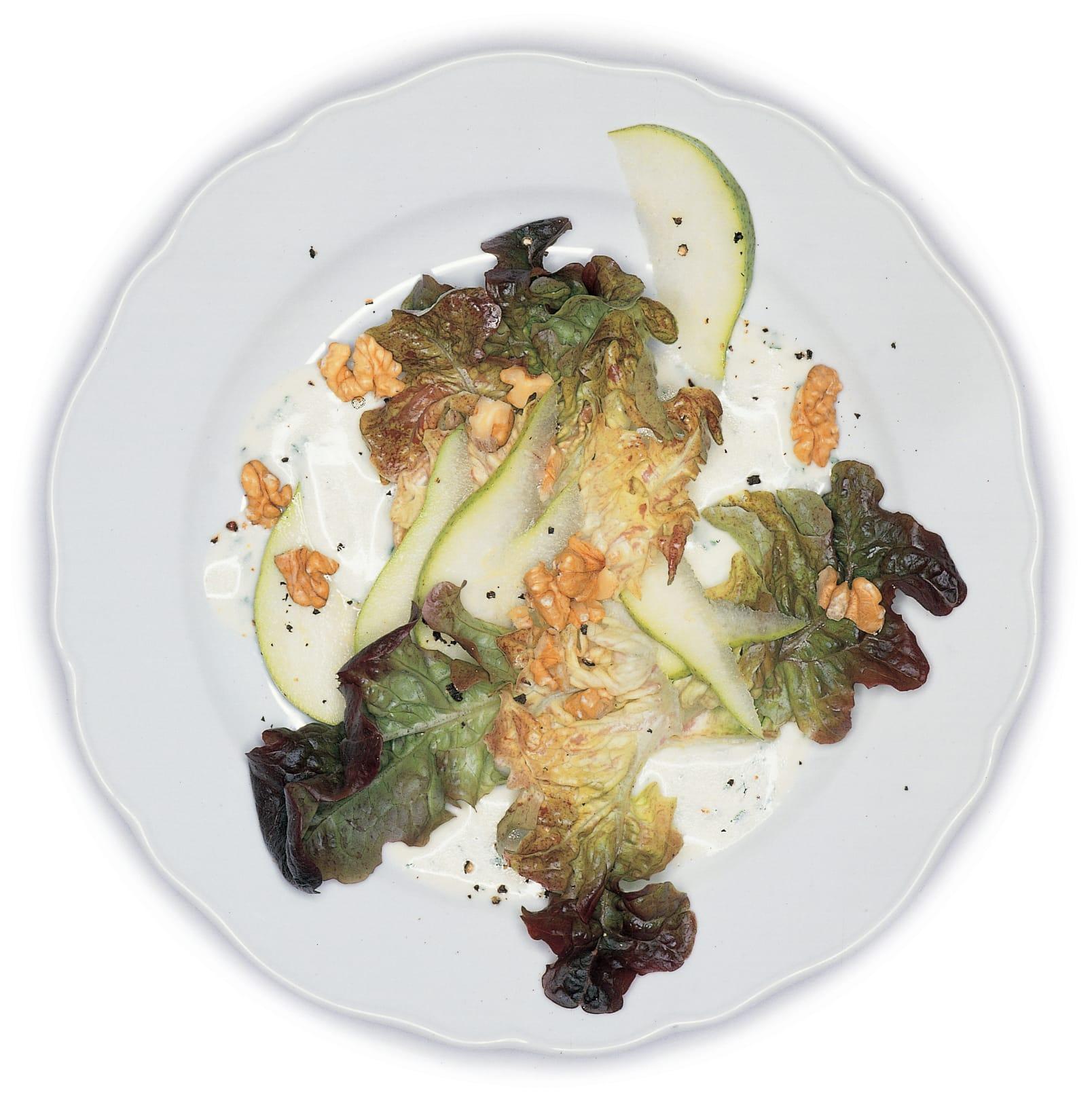 Eichblattsalat mit Birnen und Baumnüssen