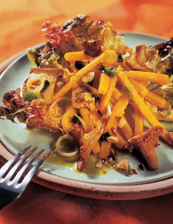 Eichblattsalat mit warmen Pilzen und Kürbis