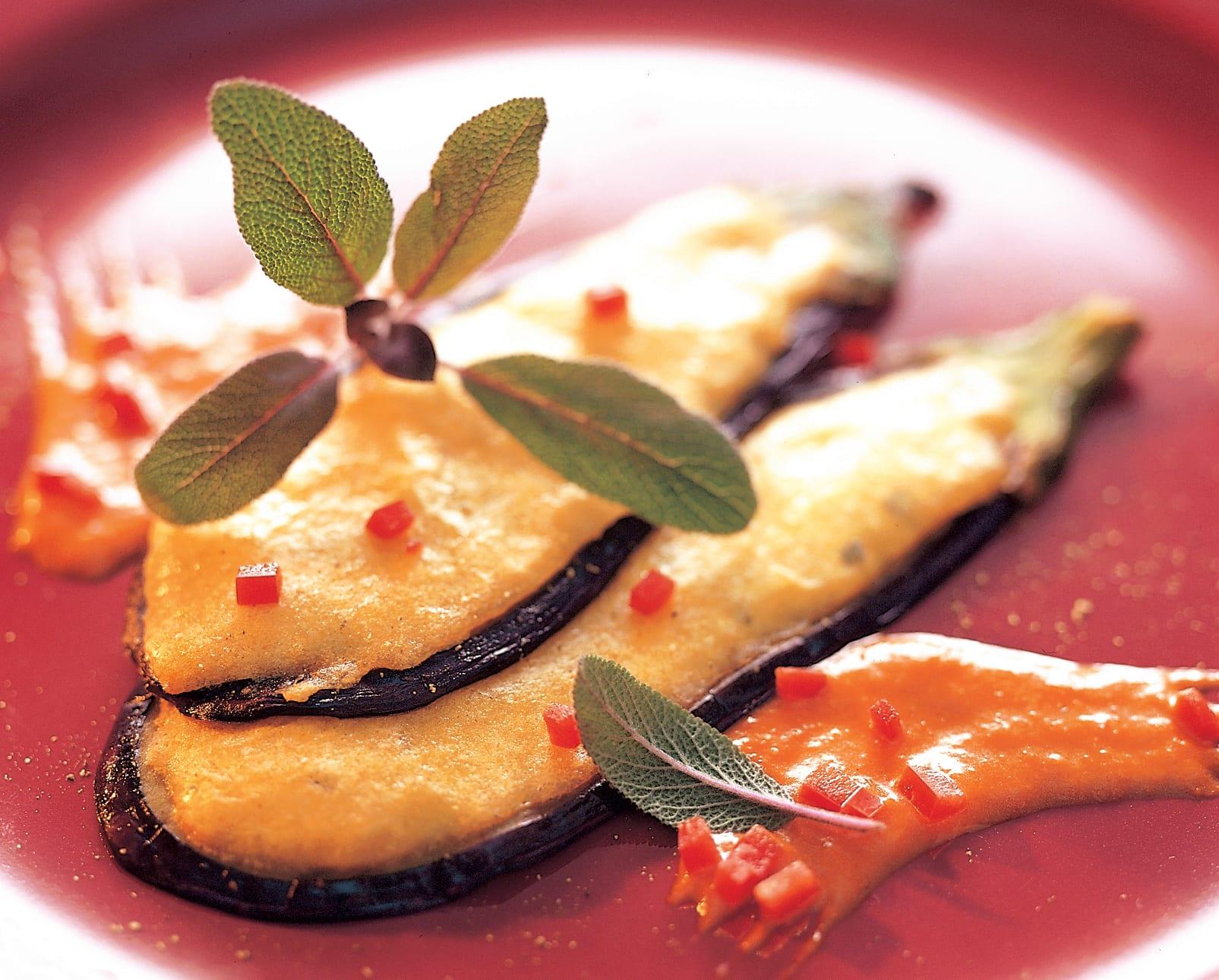 Aubergines à l'Emmental et sauce au poivron
