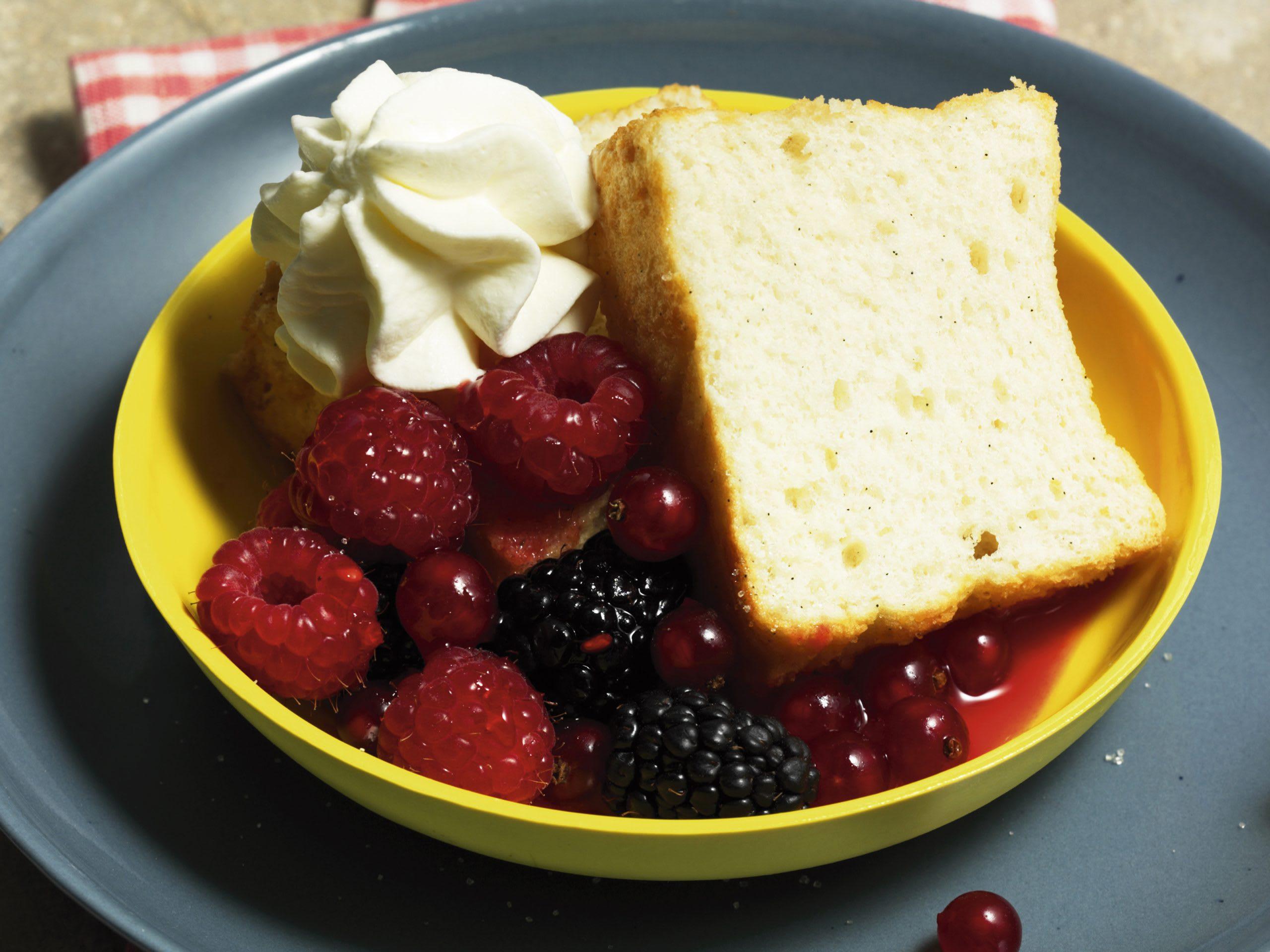 Gâteau des anges et petits fruits