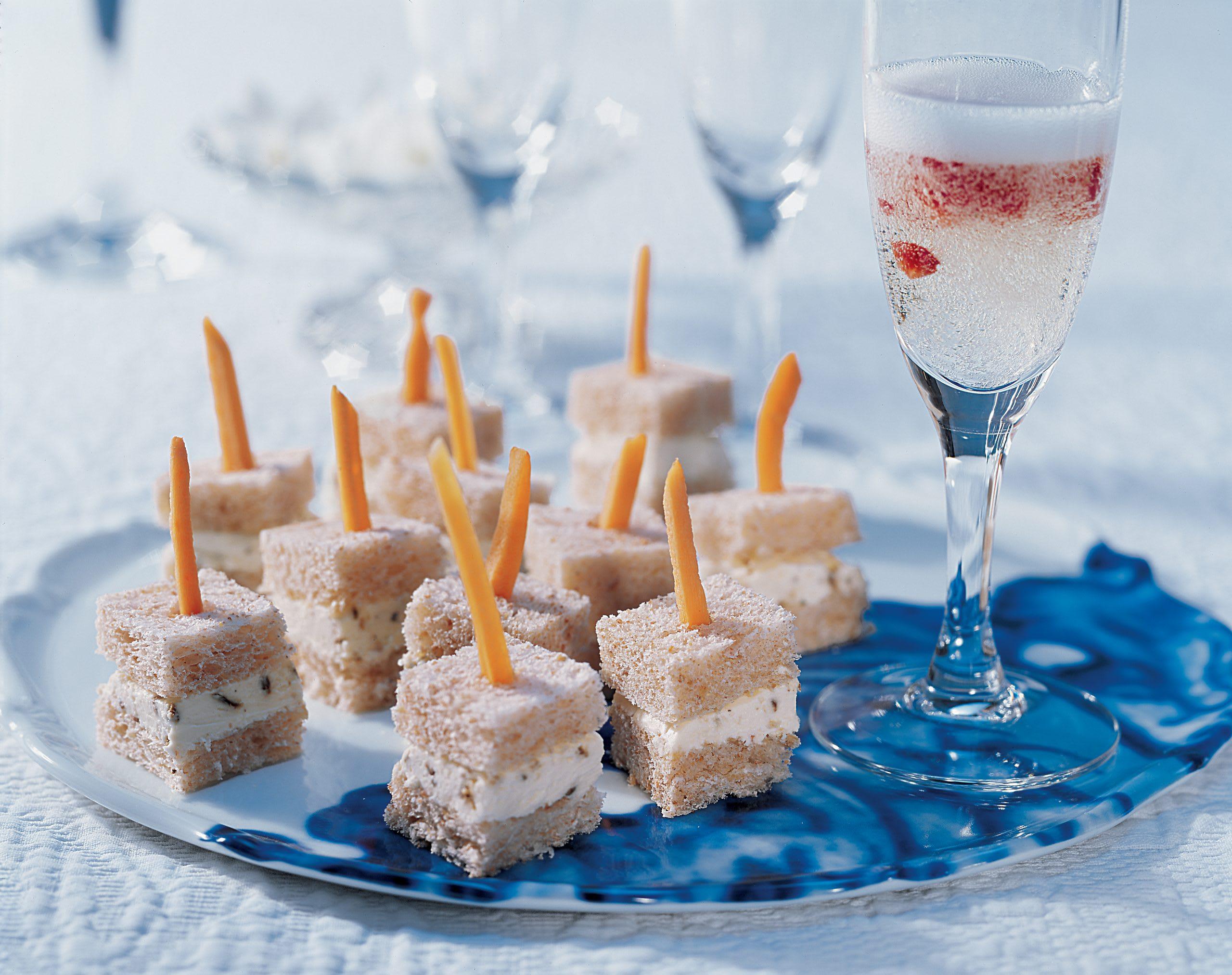 Erdbeer-Champagner mit Aniswürfeln
