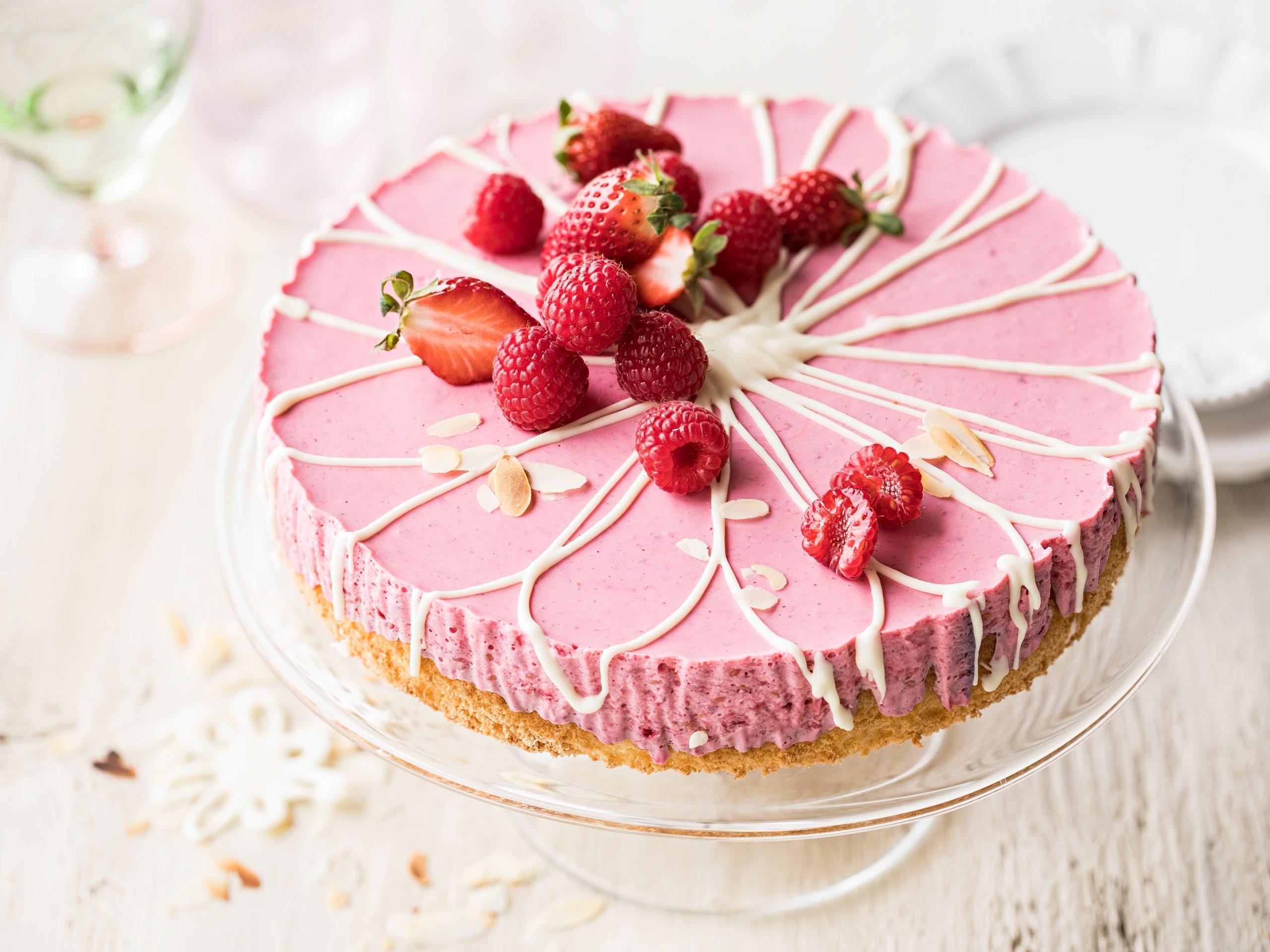 Erdbeer-Himbeer-Joghurt-Torte