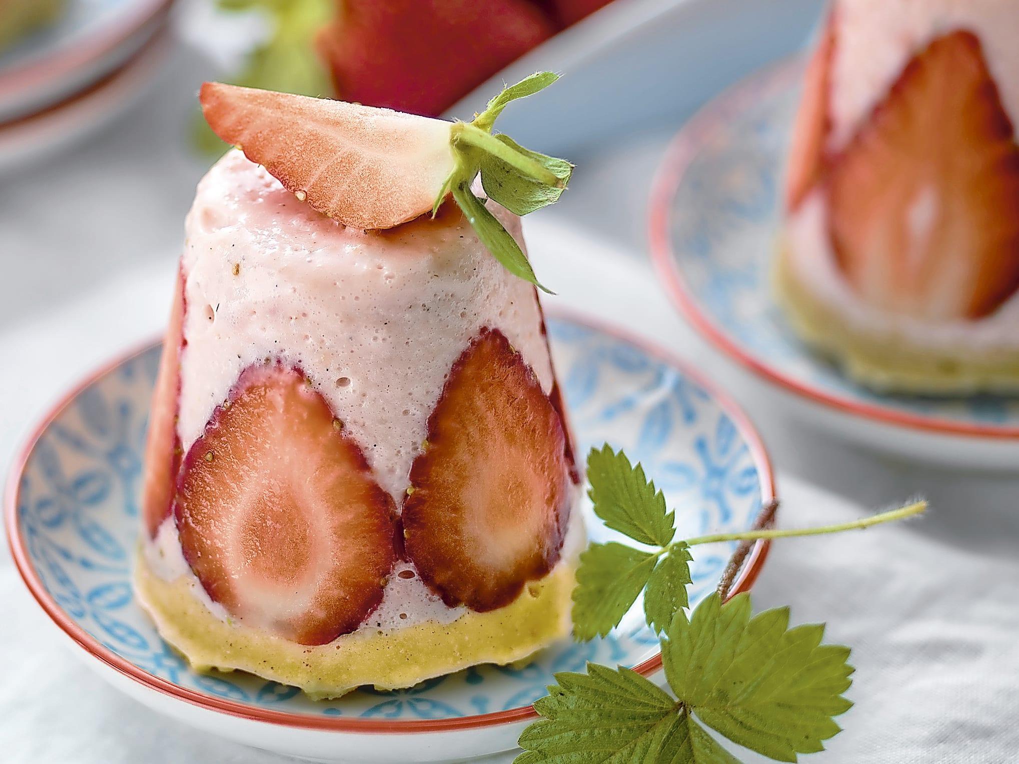 Erdbeer-Quarktörtchen (ohne backen)