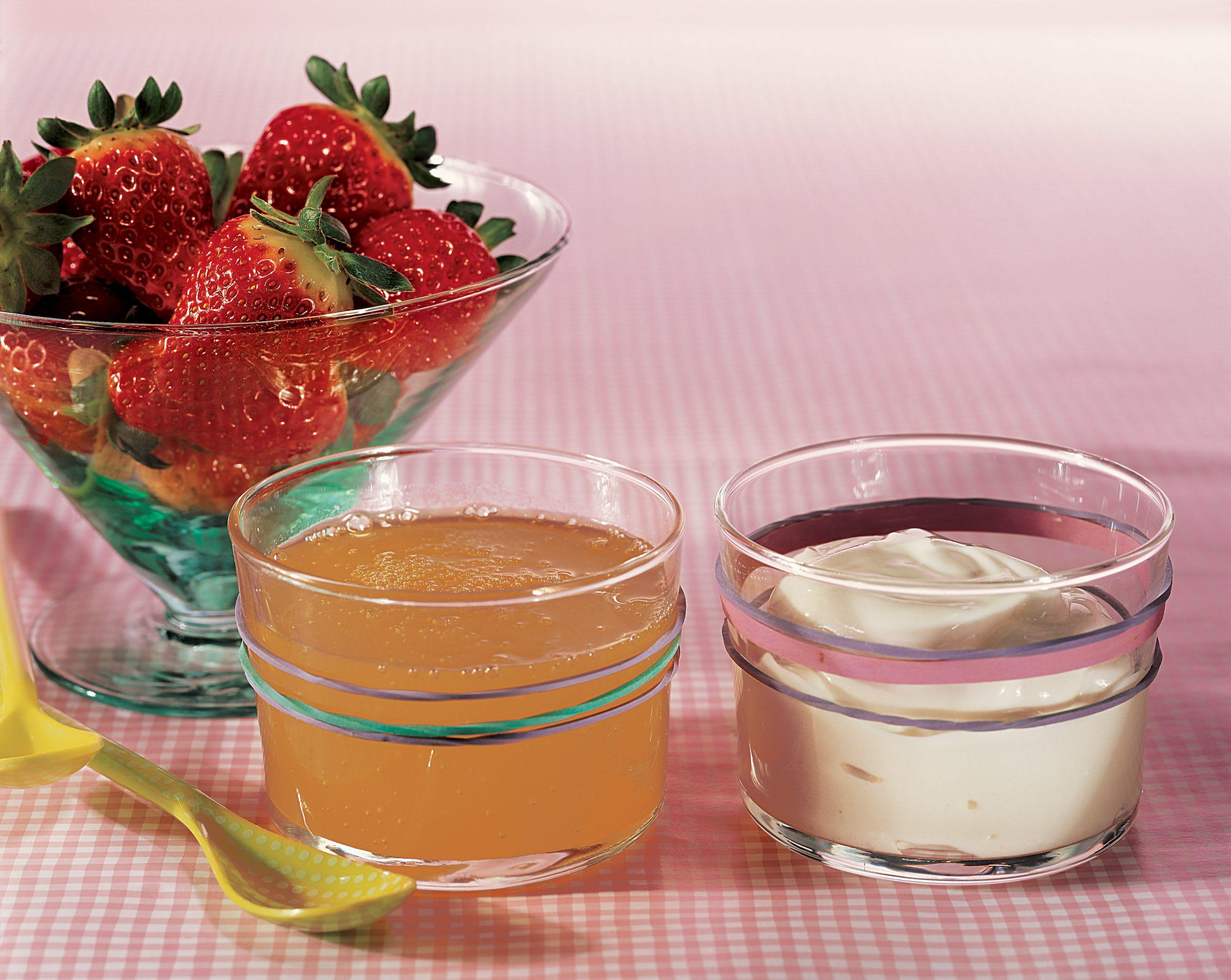 Fraises et leur sirop de fruits et lait acidulé
