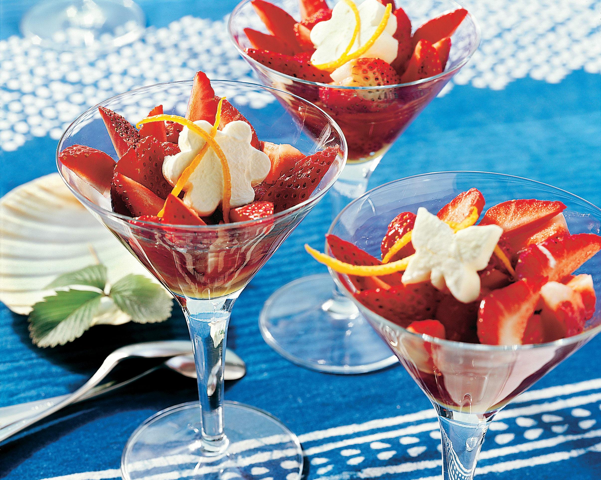 Fraises et leur crème glacée aux fleurs de sureau