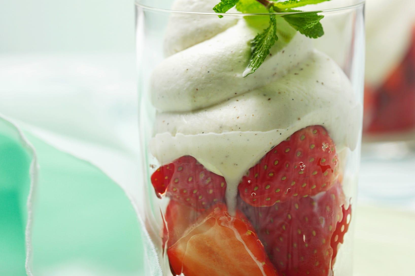 Verrine aux fraises et mousse vanille-orange