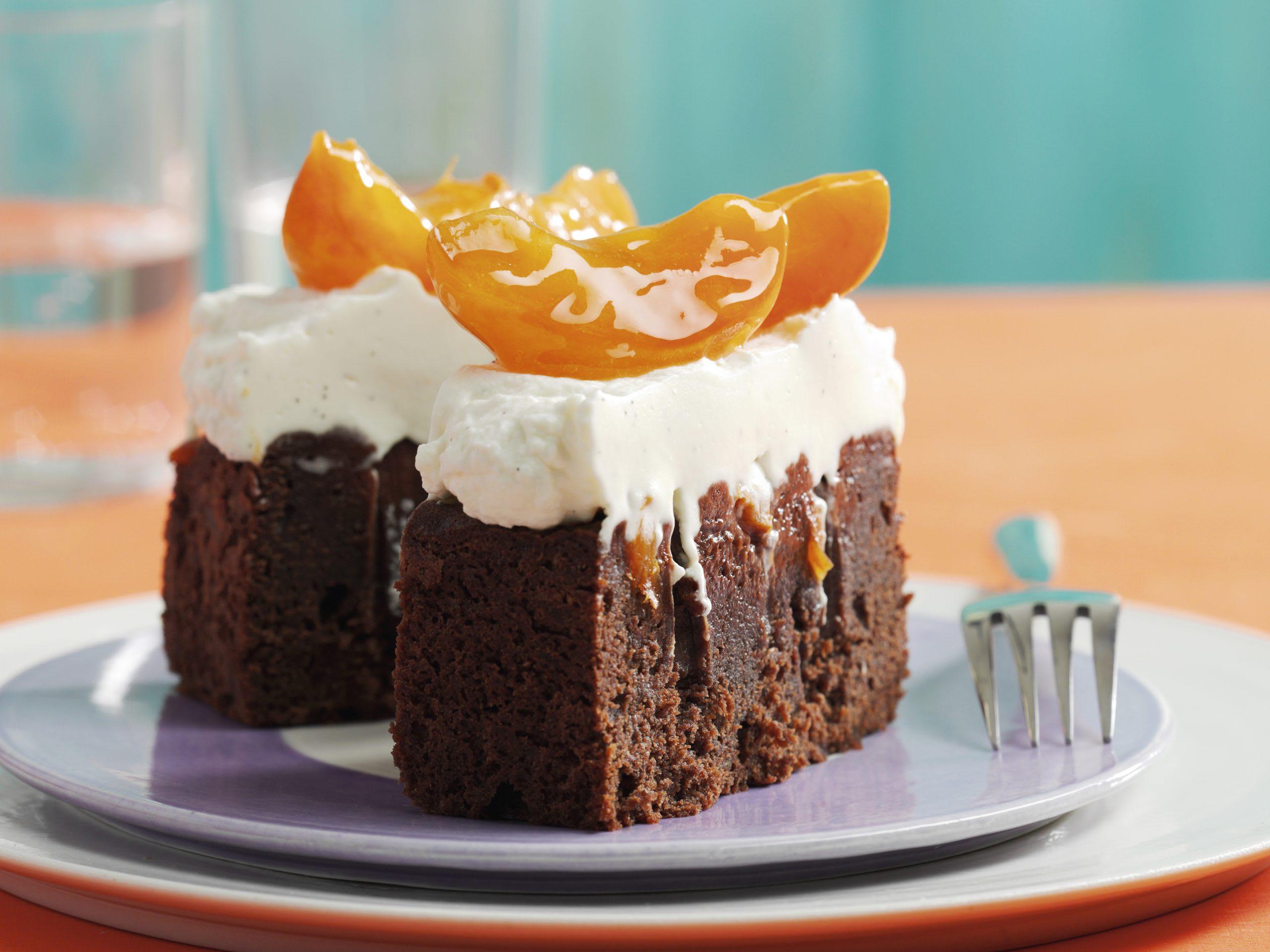 Cake au chocolat moelleux, topping crème-abricots