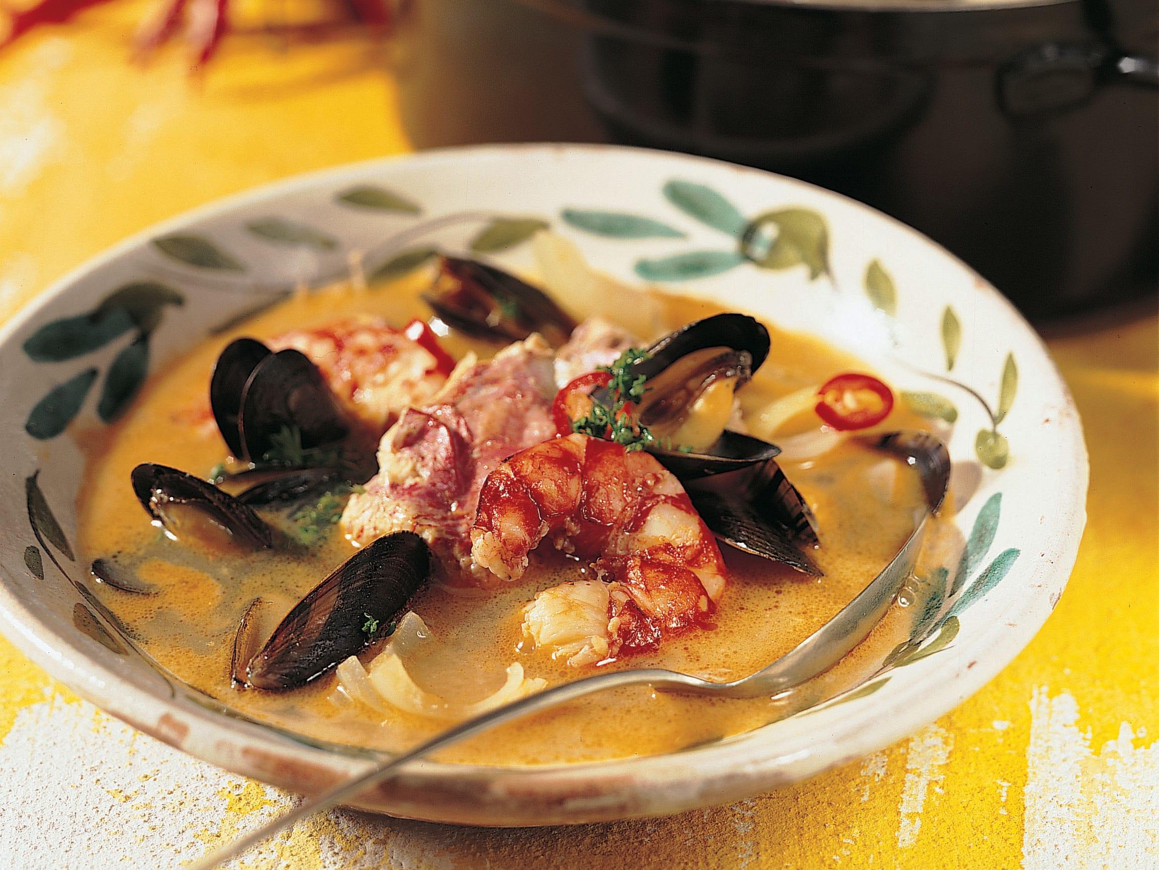 Fisch-Meerfrüchte-Eintopf (Caldeira de pescados y mariscos)