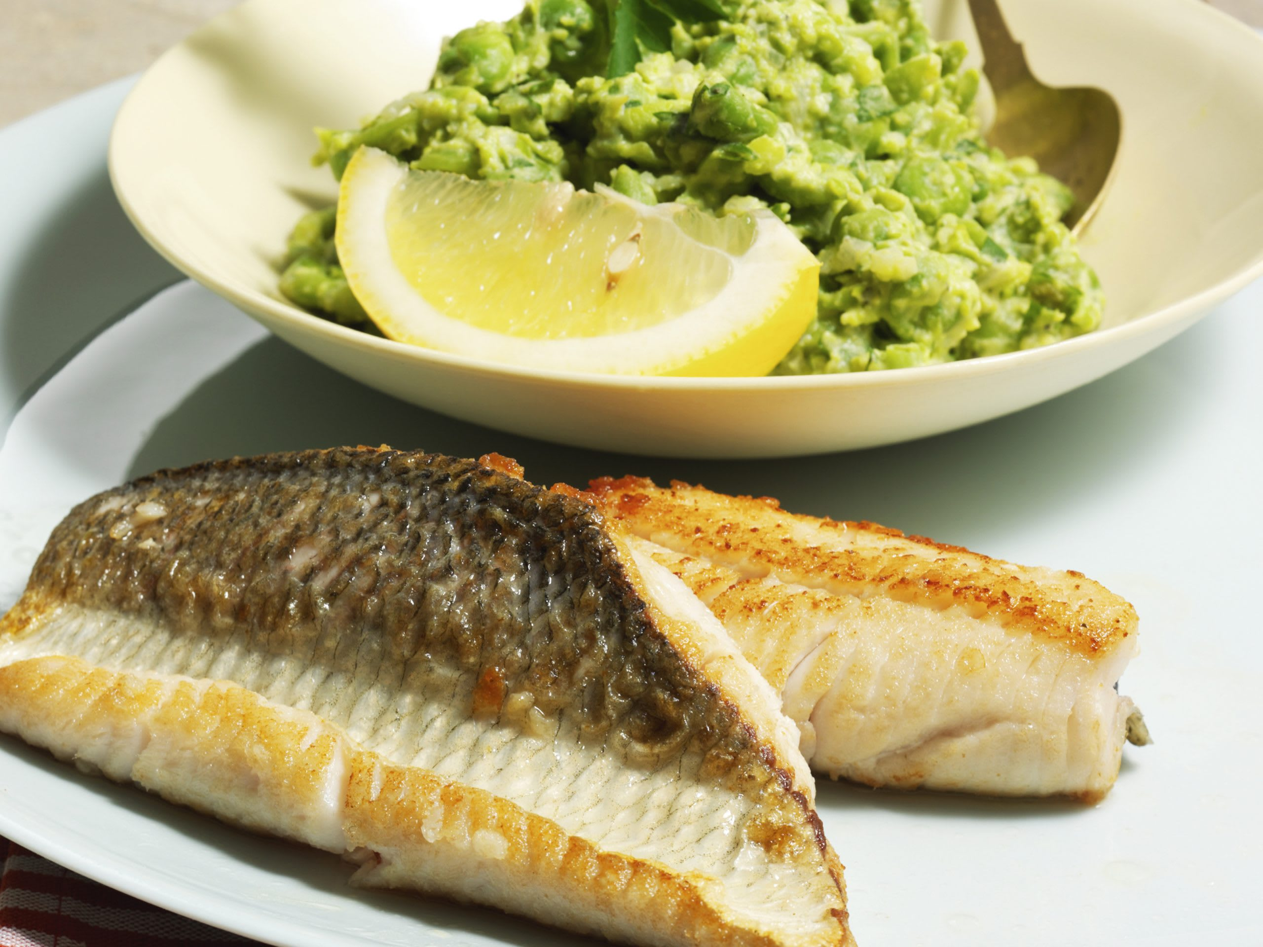 Filets de poisson et purée de petits pois