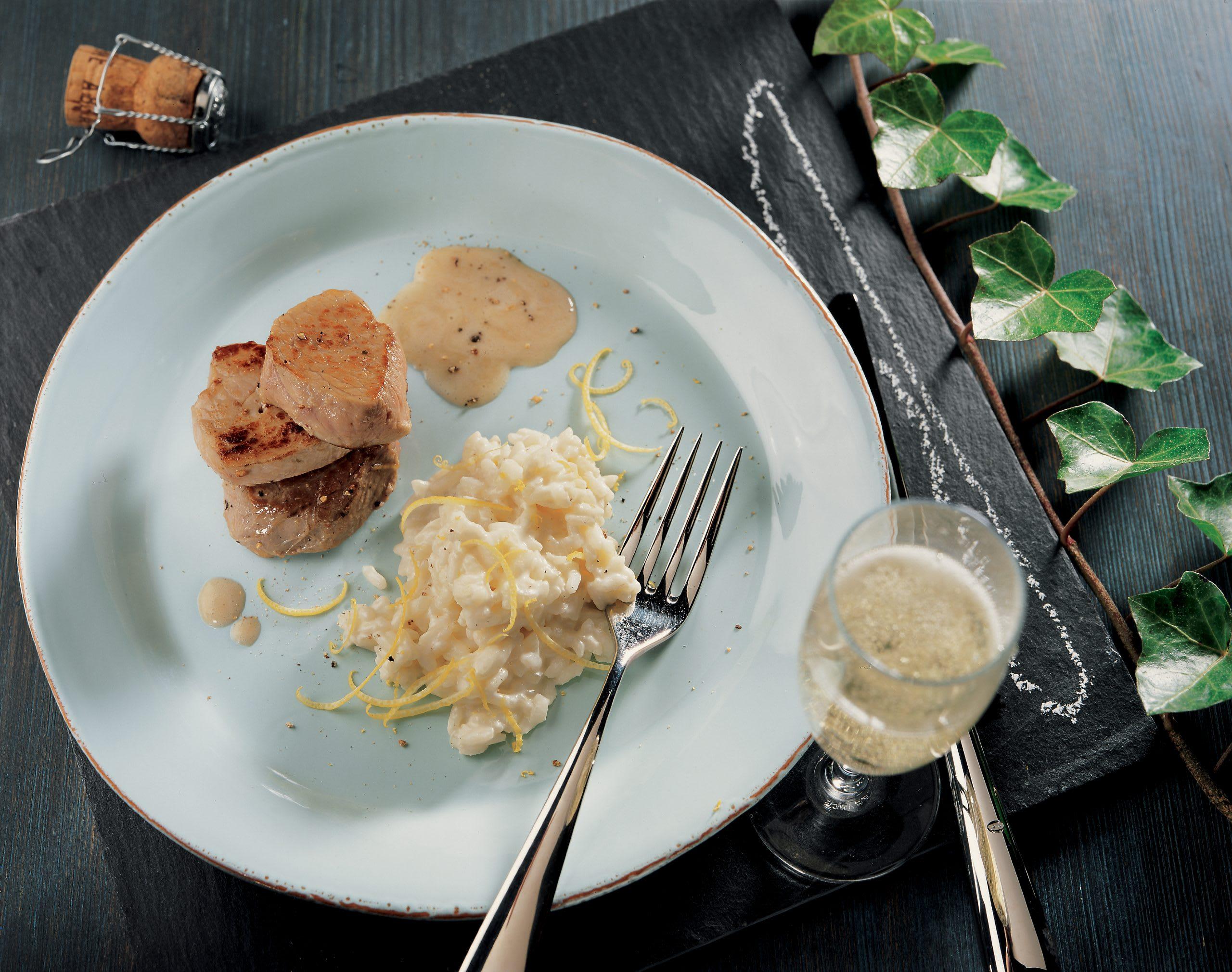 Fleischtürmchen mit Schaumwein-Sauce