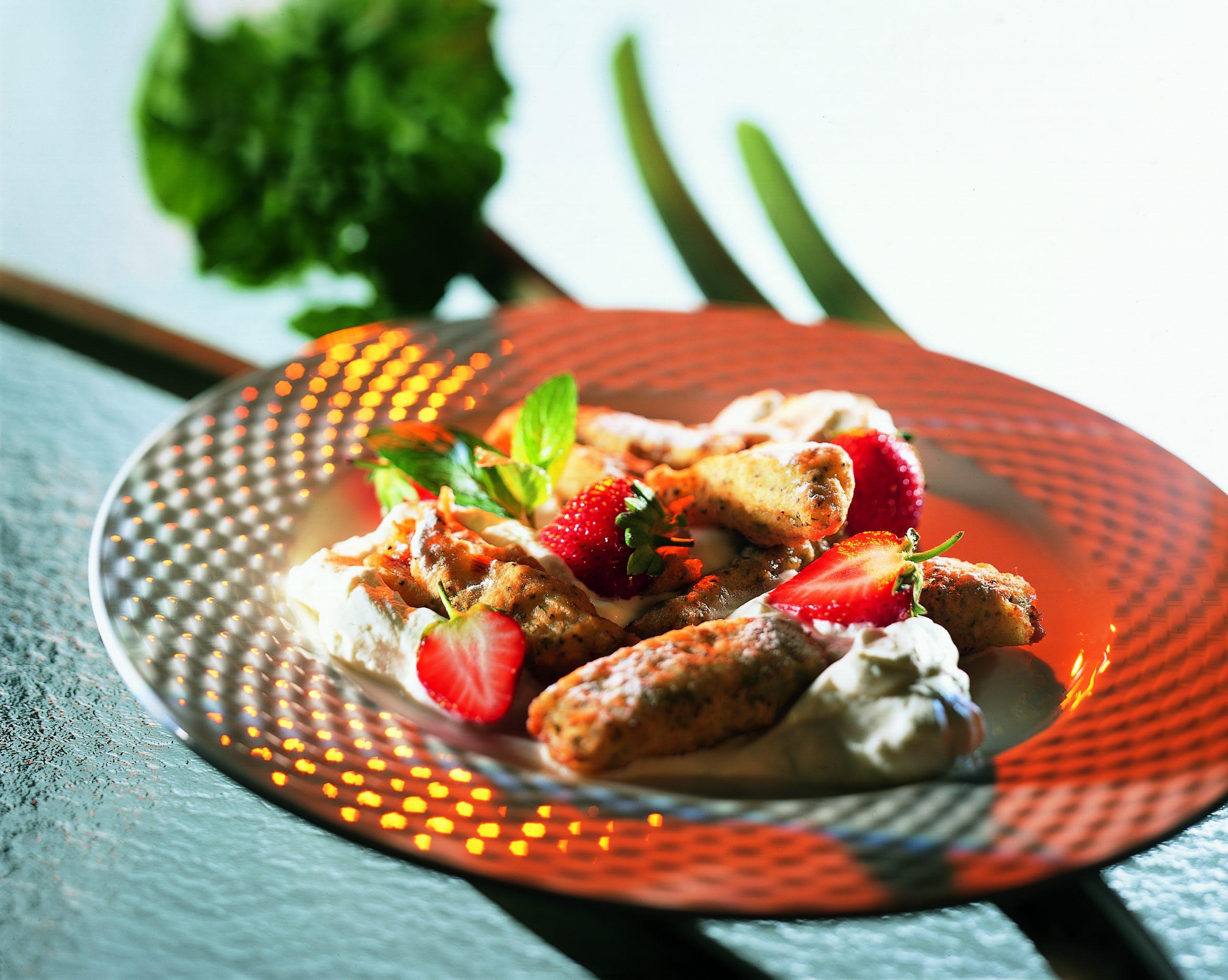 Frittierter Rhabarber mit Honigschaum