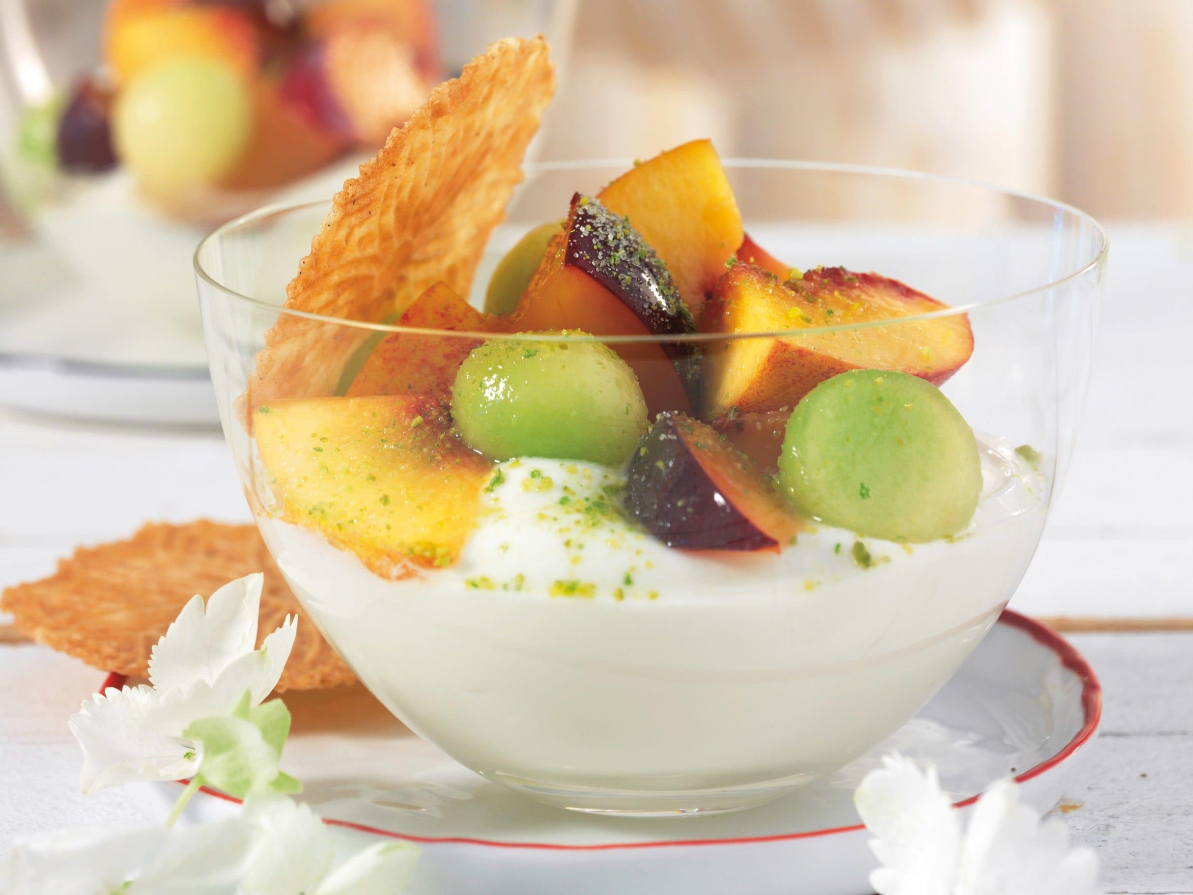 Früchte mit Joghurtcrème