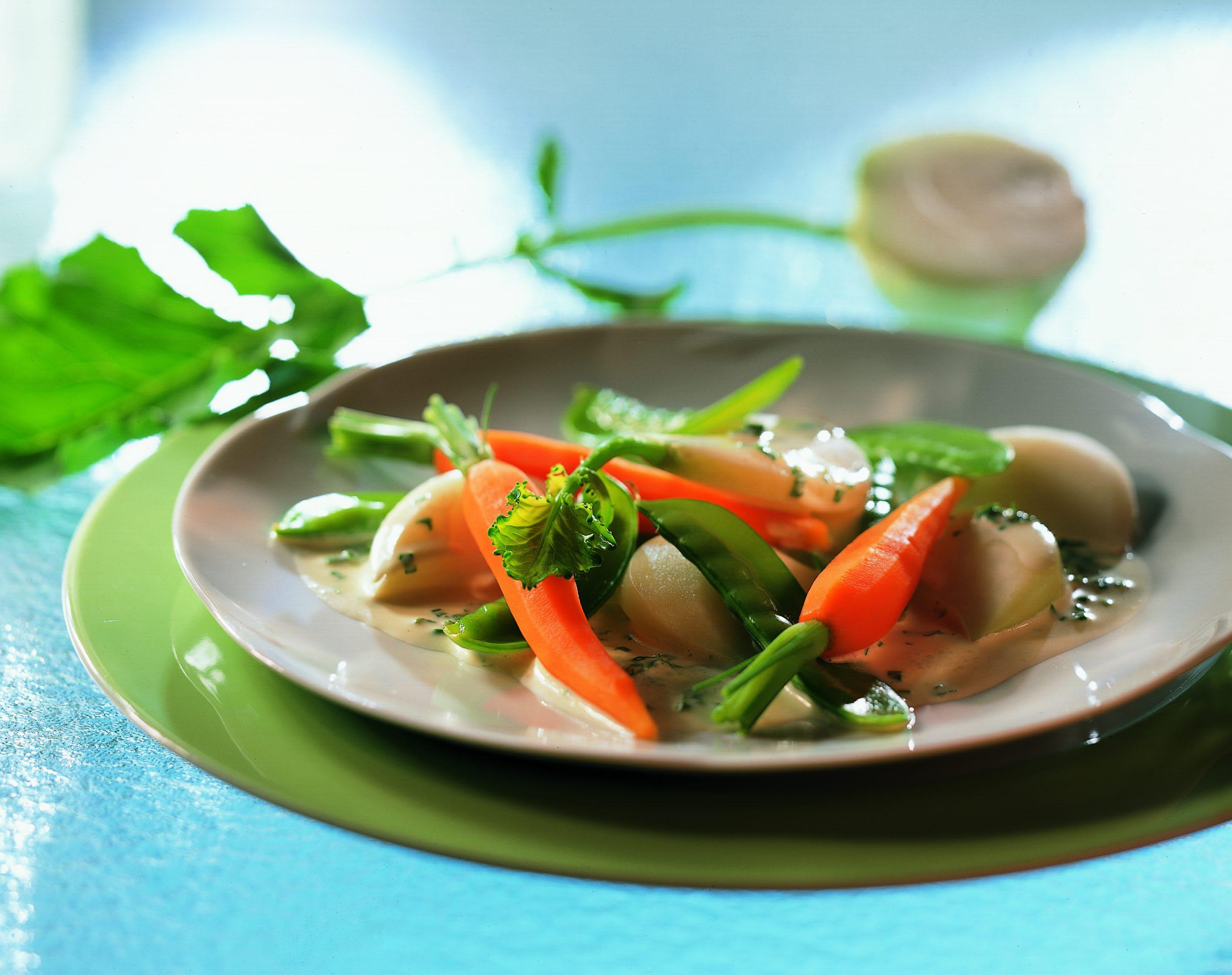 Légumes printaniers à la sauce aux fines herbes