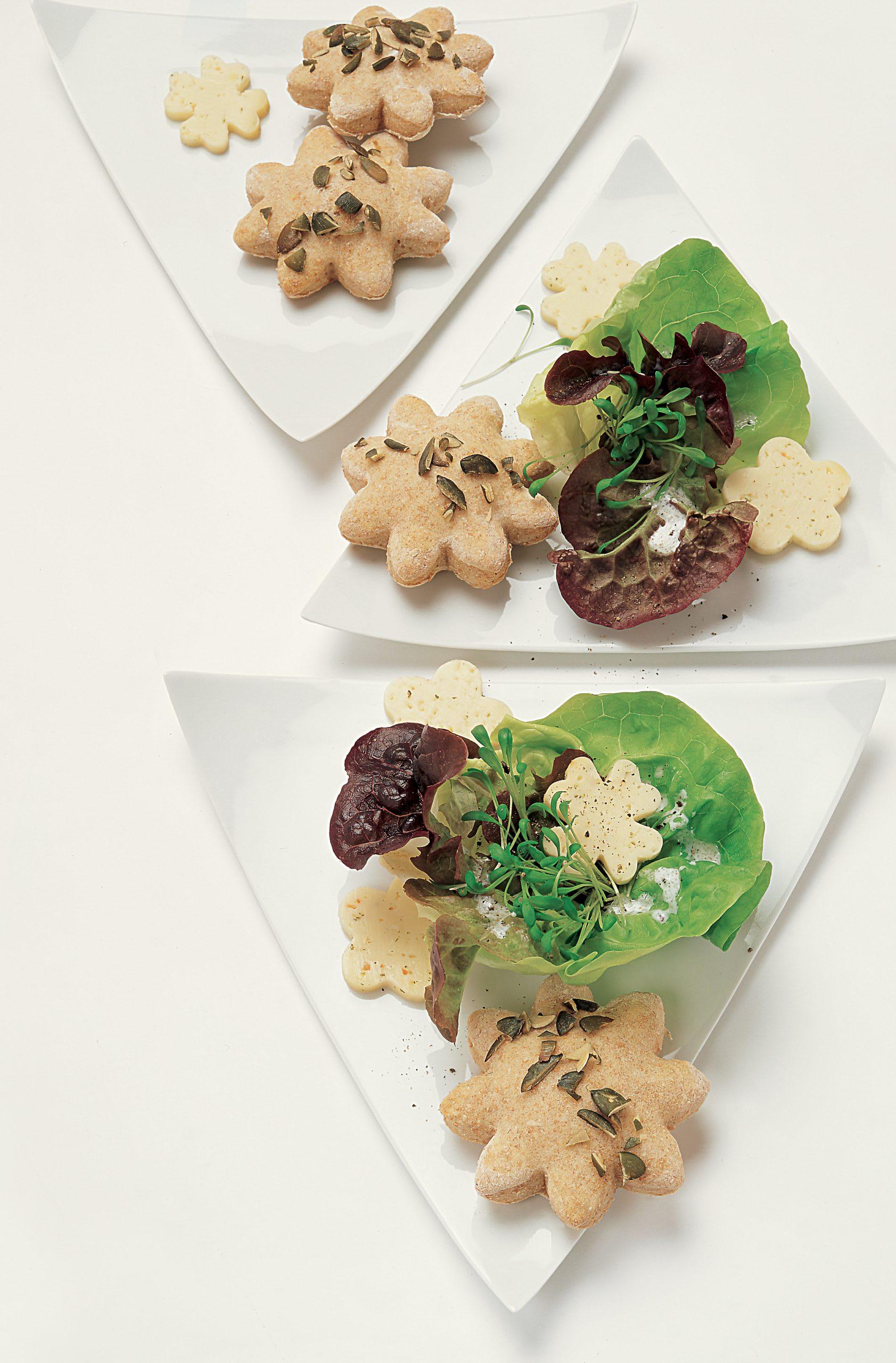 Frühlingssalat mit Brotblumen