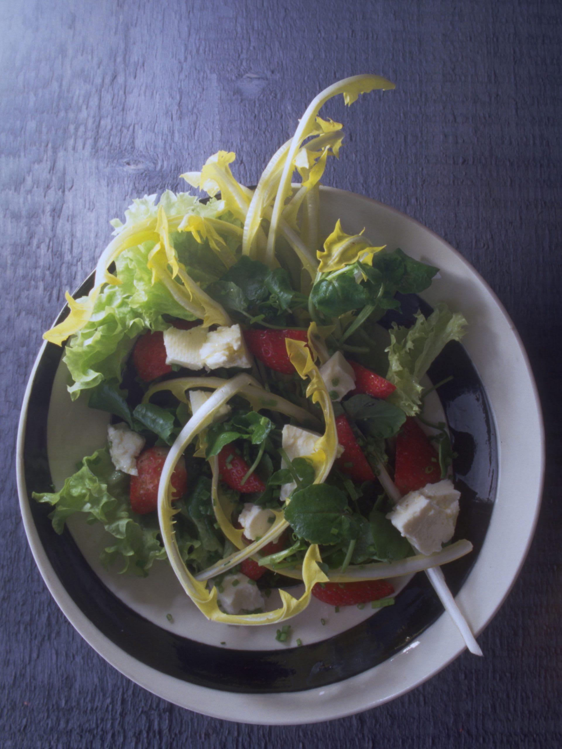 Salade printanière aux fraises