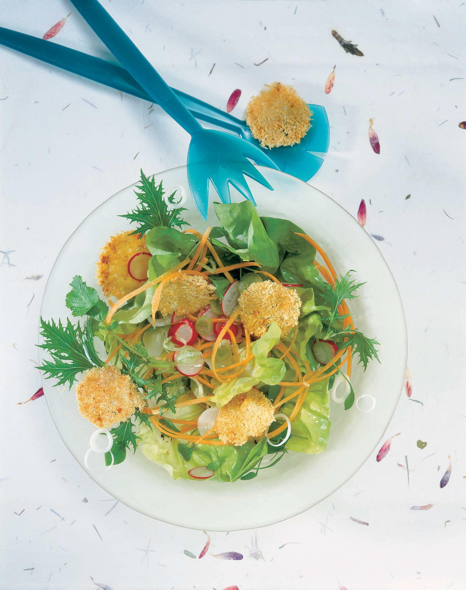 Salade printanière et ses croquants au fromage