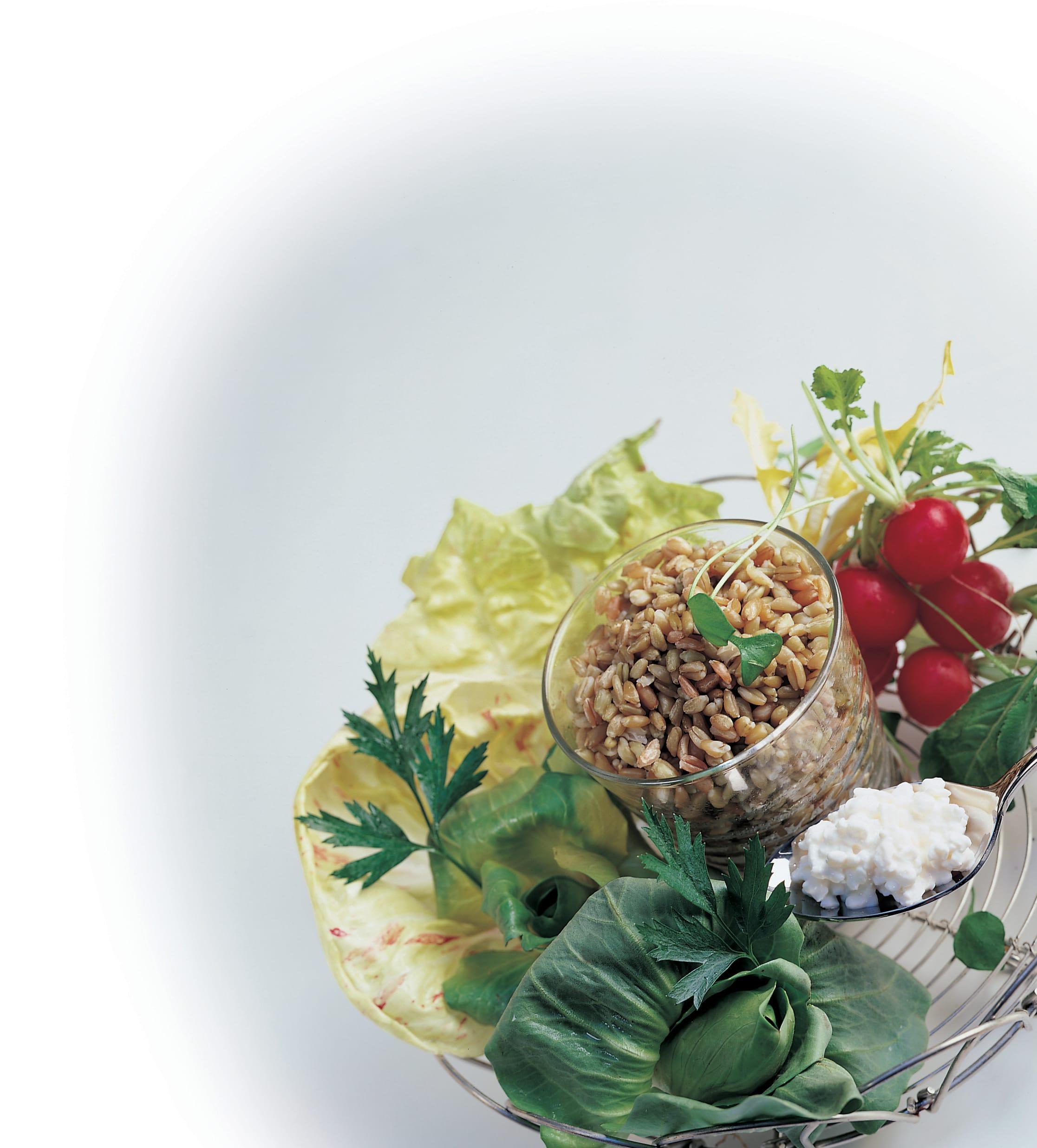 Frühlingssalat mit mariniertem Grünkern