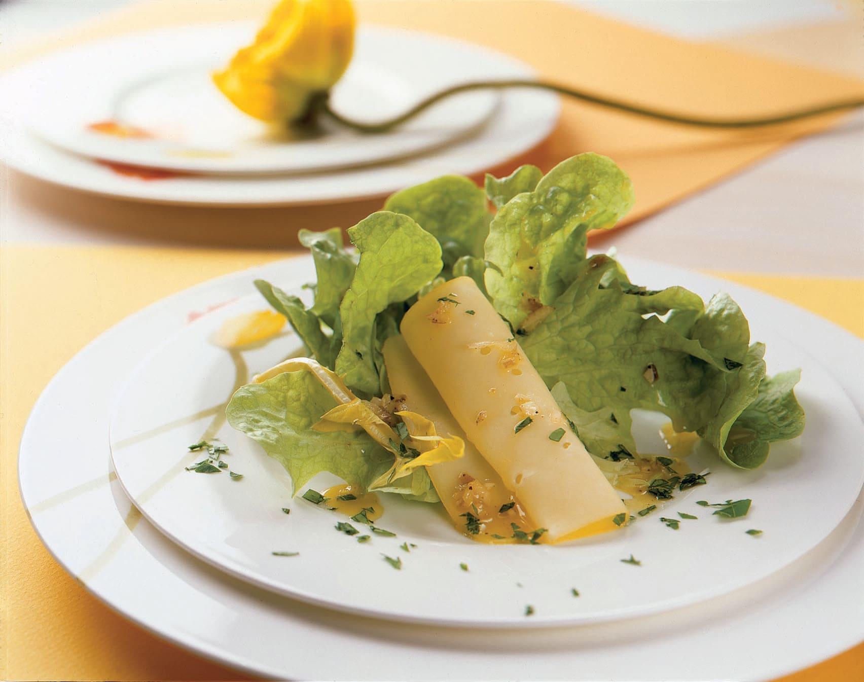 Salade printanière au tilsit mariné