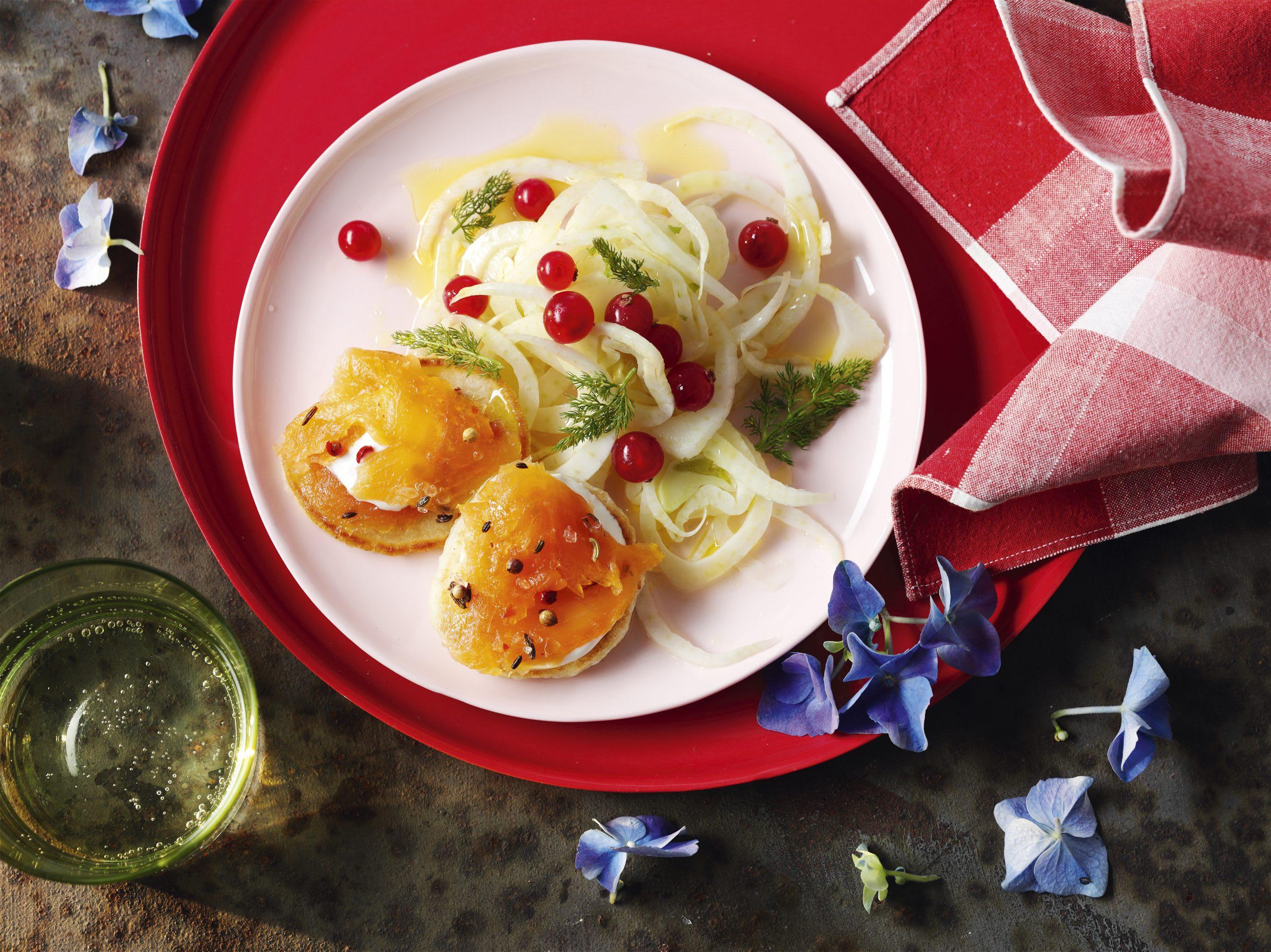 Gravlax d'omble chevalier, blinis, fenouil et raisinets