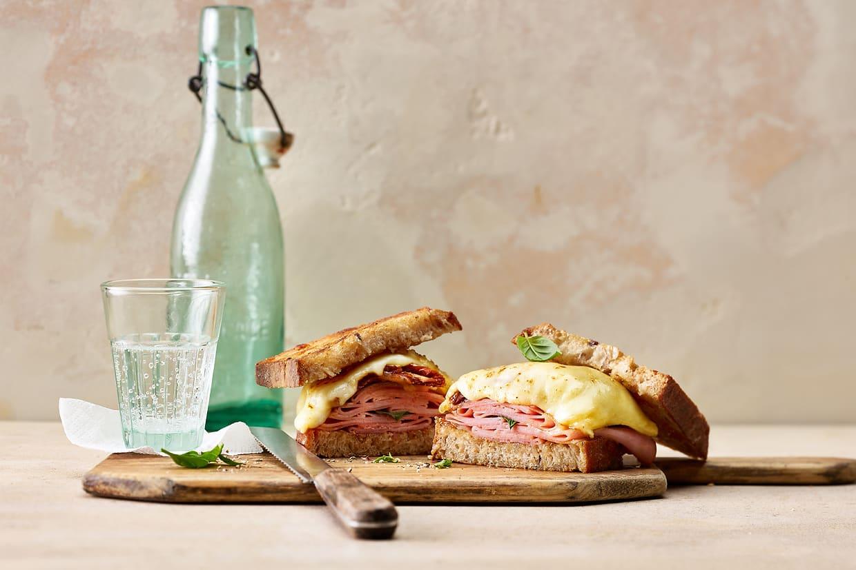Gebratene Schinken-Raclette-Sandwiches