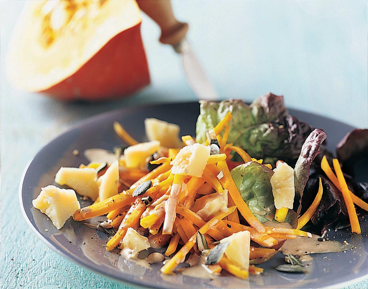 Salade de courge rôtie au sbrinz sauce Amaretto