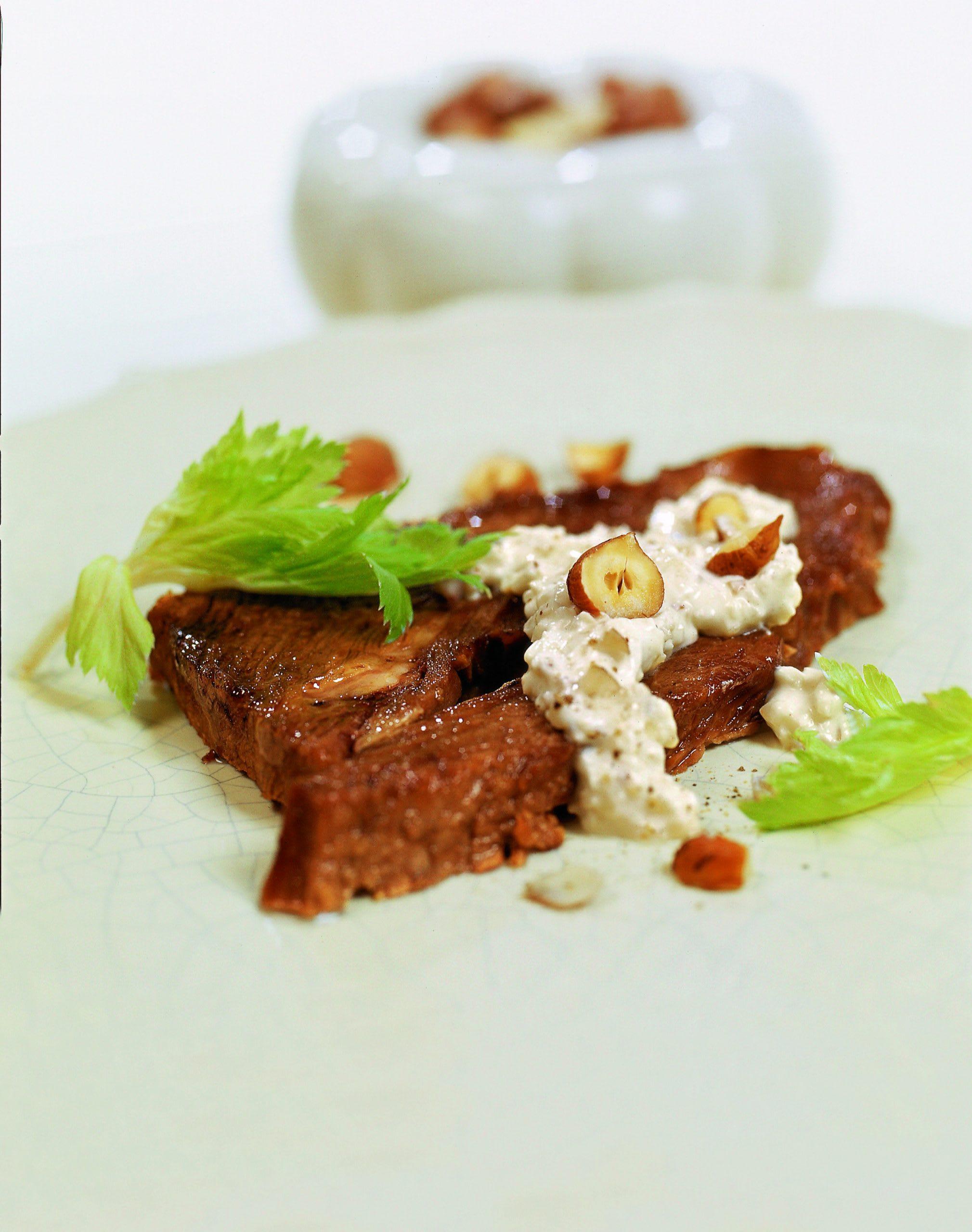 Gebratenes Siedfleisch mit Sellerie-Nuss-Quark