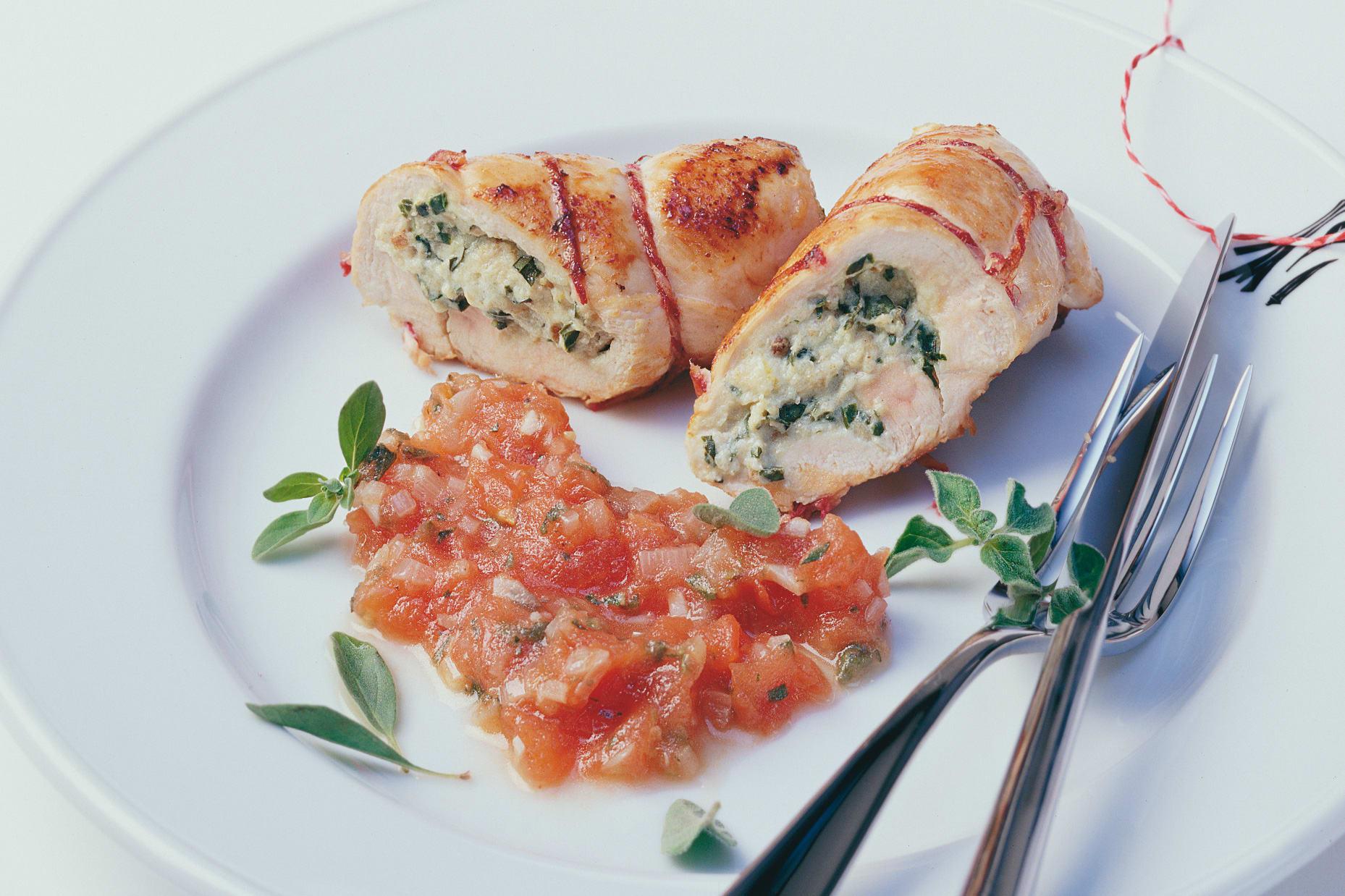 Blanc de poulet farci au séré au basilic et sauce tomate