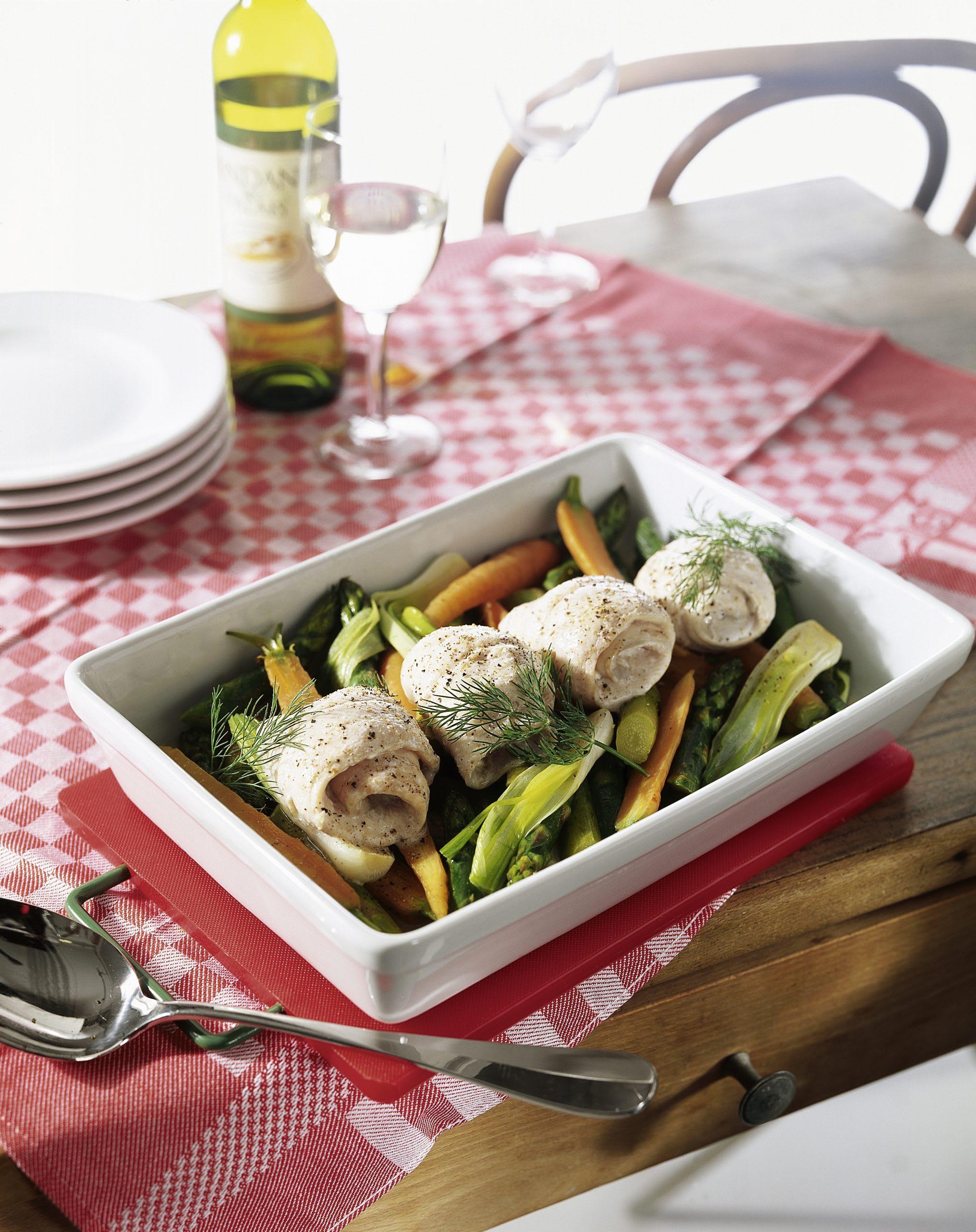 Filets de poisson farcis sur lit de légumes