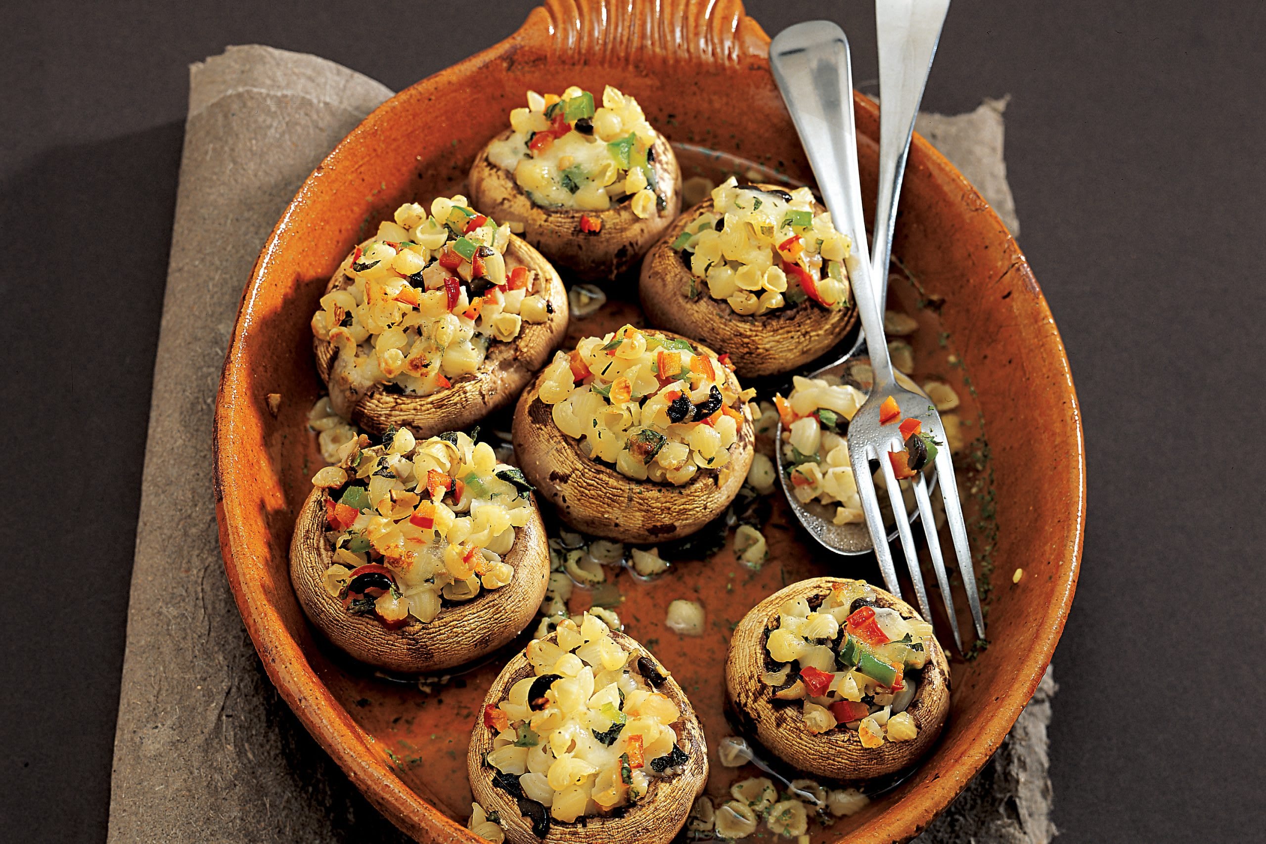 Gefüllte Gemüse-Champignons mit Teigwaren