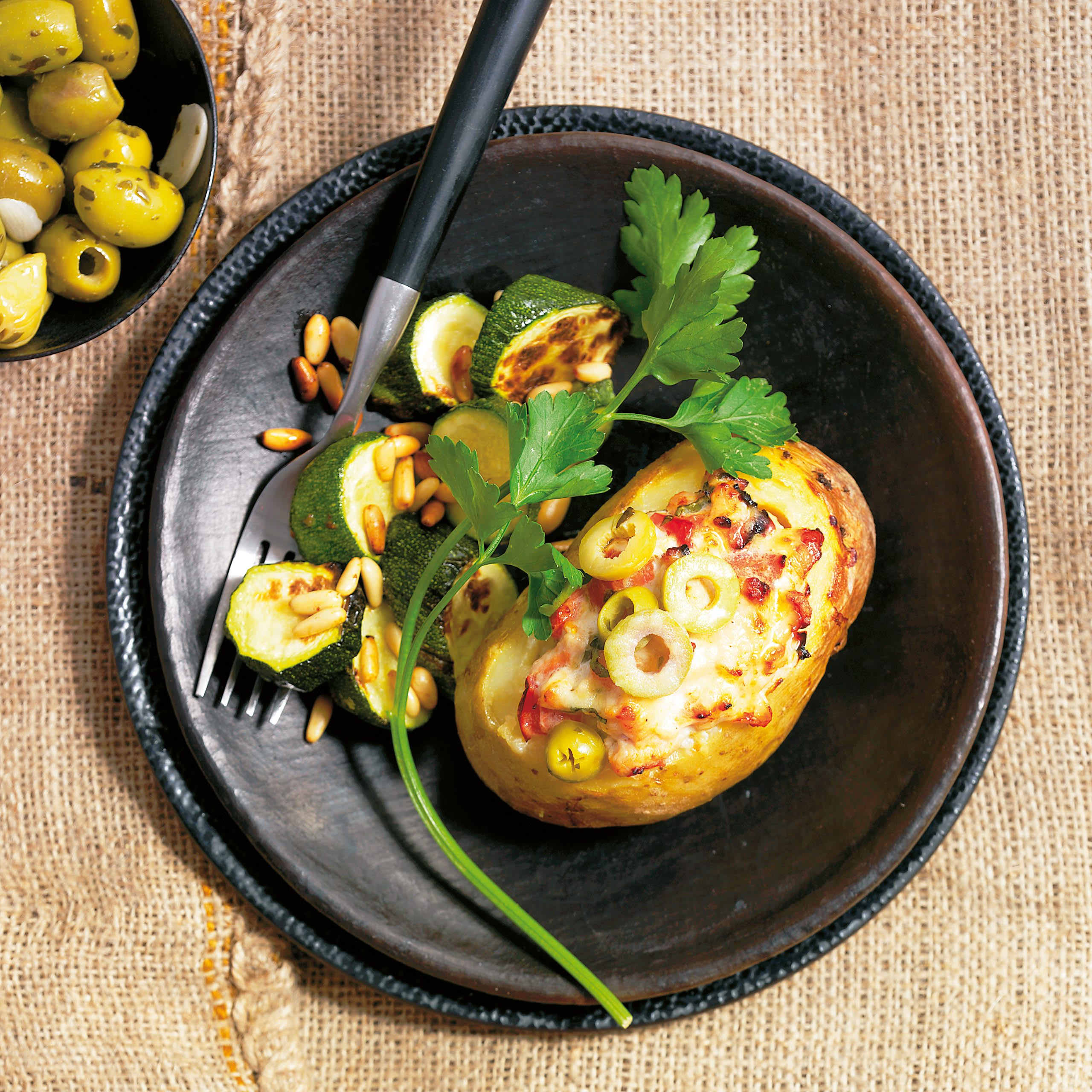 Pommes de terre farcies et courgettes
