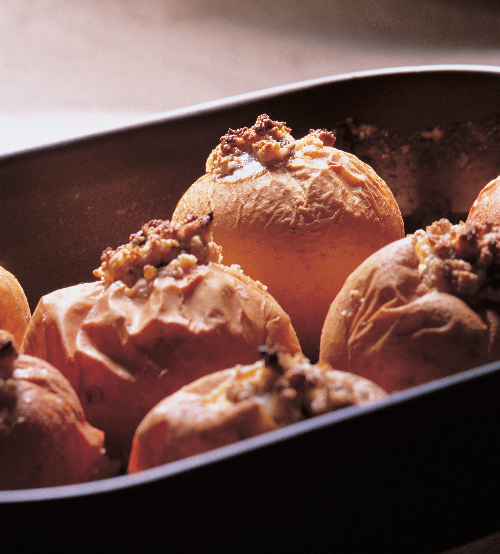 Pommes au four farcies et crème à la cannelle