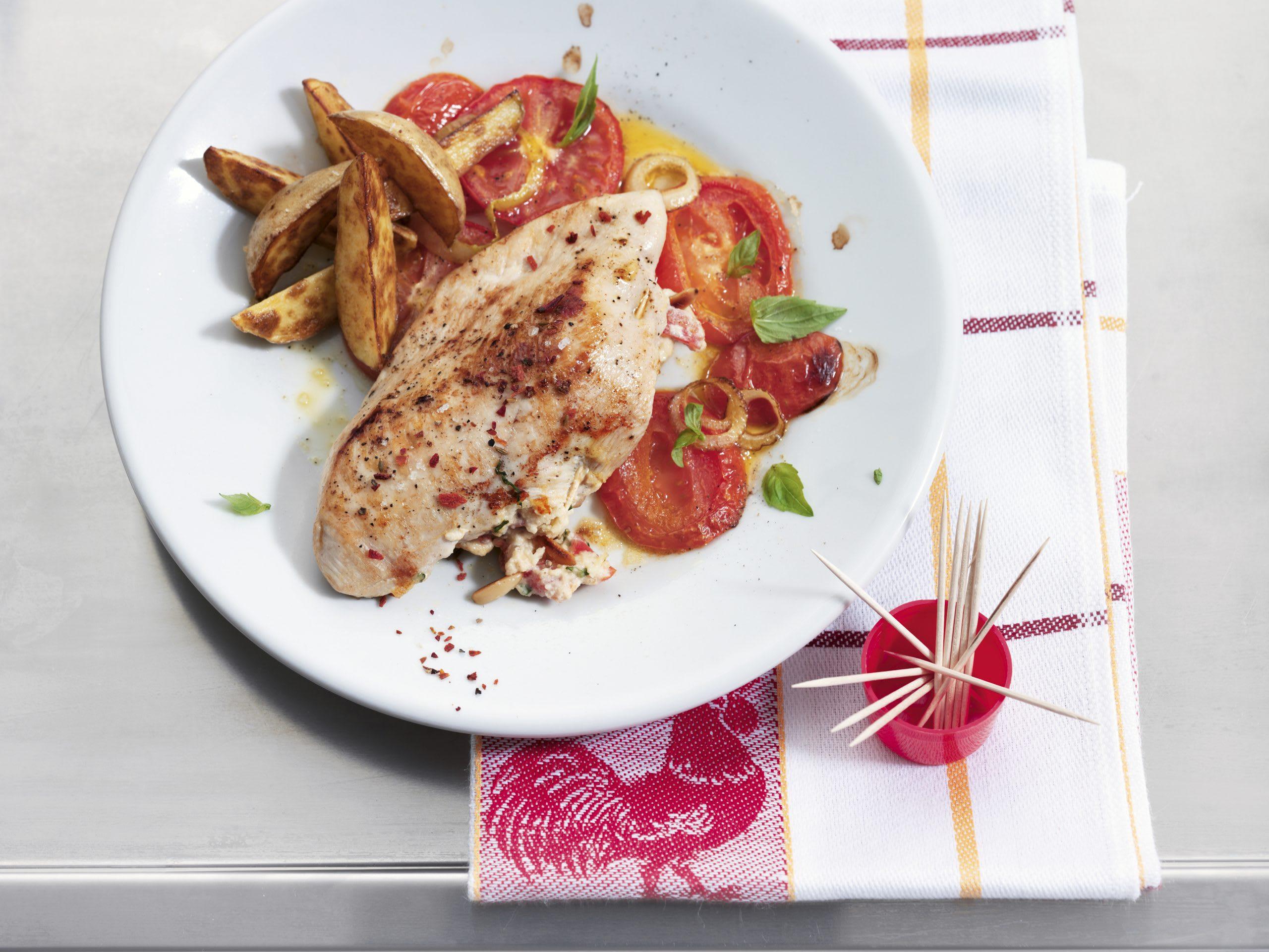 Blanc de poulet farci et tomates au four