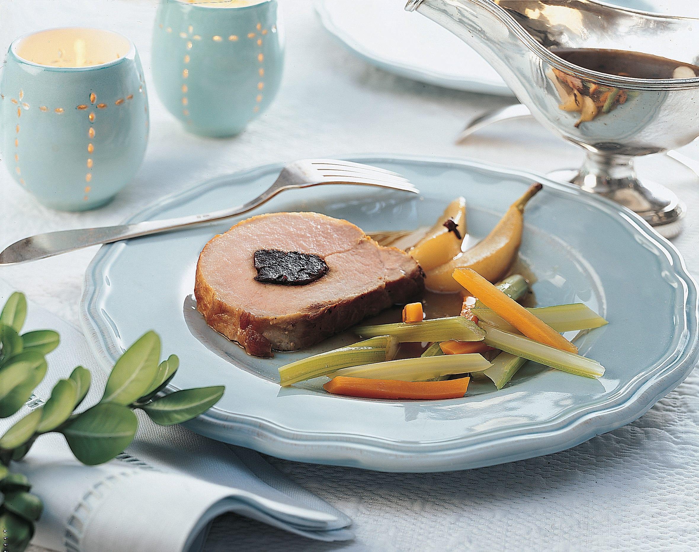 Gefülltes Schweinskarre mit Birnen-Nelken-Sauce