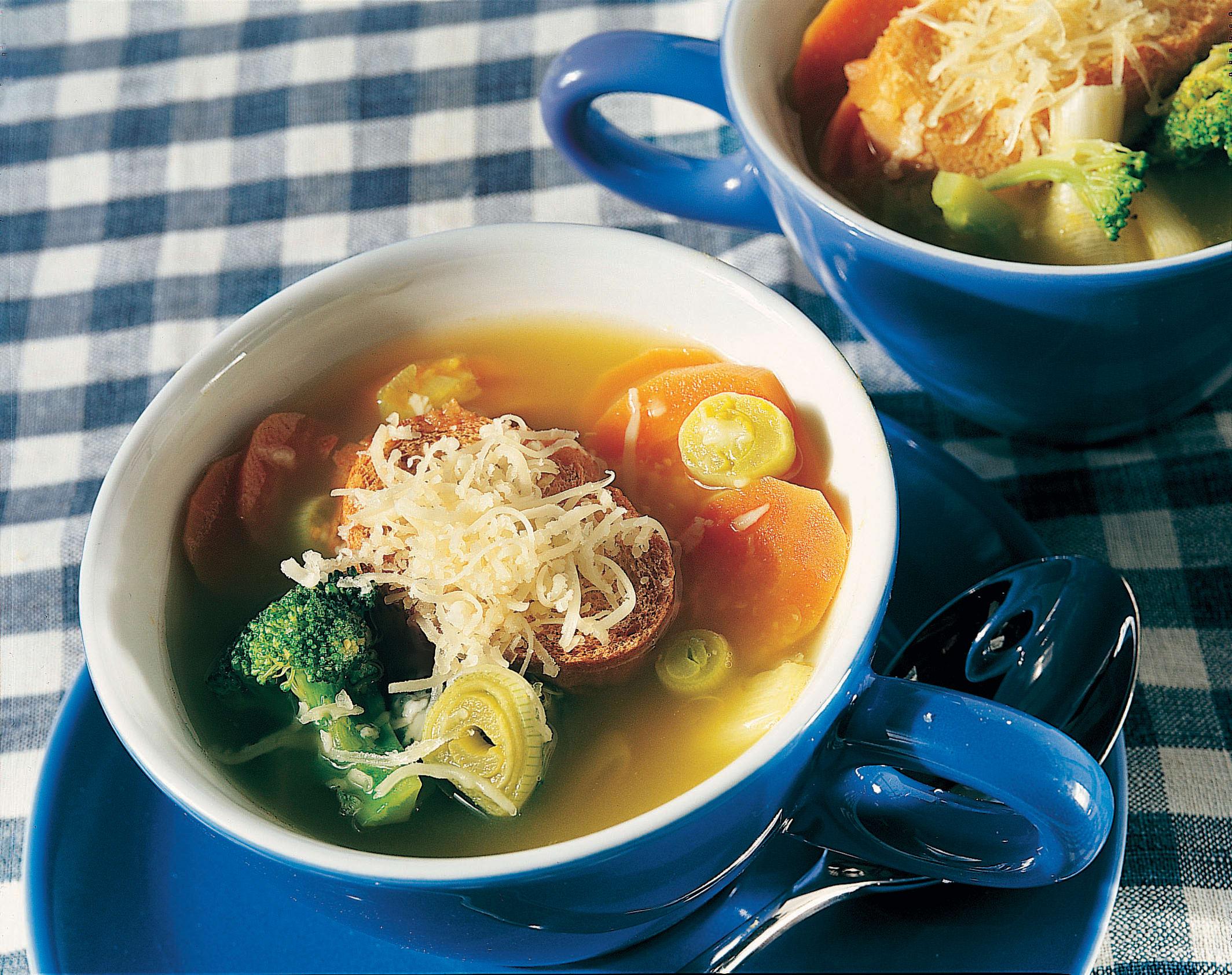 Soupe aux pois chiches et aux légumes et ses croûtons au fromage d'alpage