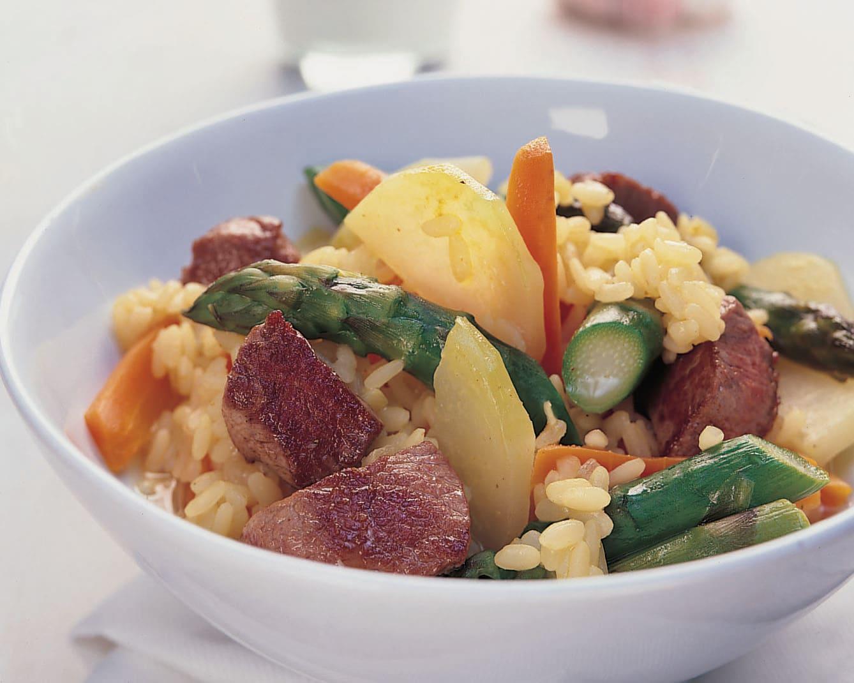 Gemüse-Lamm-Pilaw mit Knoblauch-Joghurt